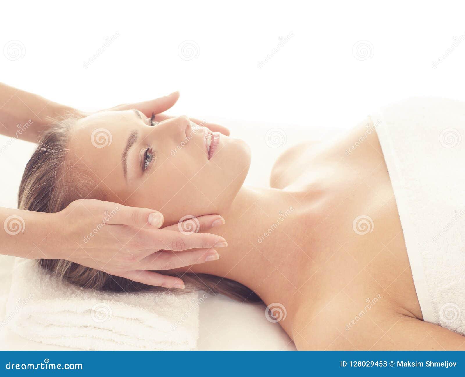 Gezonde en Mooie Vrouw in Kuuroord Recreatie, Energie, Gezondheid, Massage en het Helen