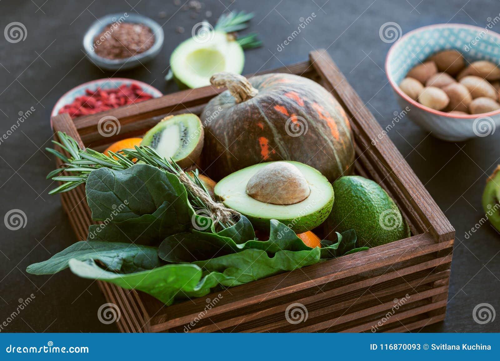Gezonde landbouwersnatuurvoeding: fruit, groenten, zaden, superfood