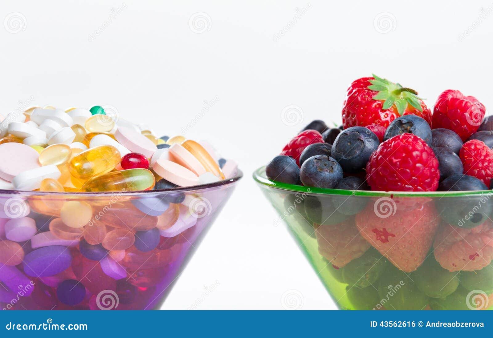 Gezonde levensstijl, dieetconcept, Fruit en pillen, vitaminesupplementen