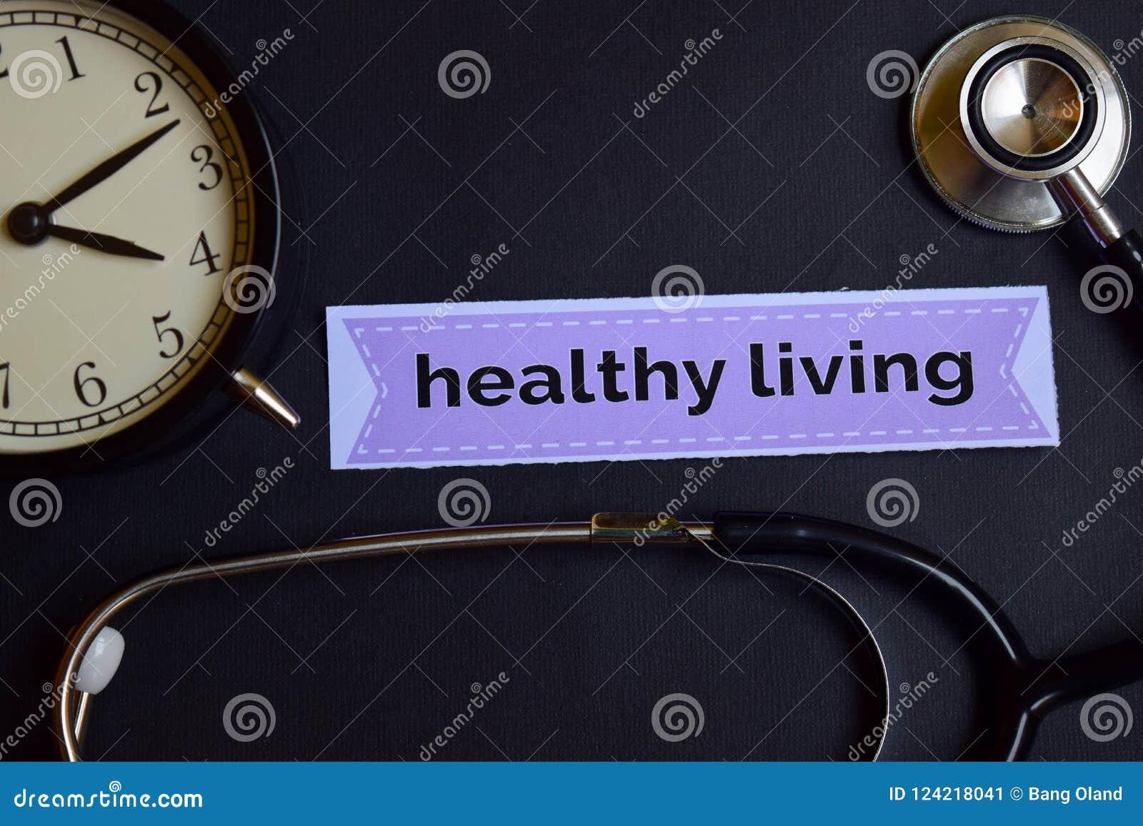 Gezondheidsstrategie op het drukdocument met de Inspiratie van het Gezondheidszorgconcept wekker, Zwarte stethoscoop Het gezonde