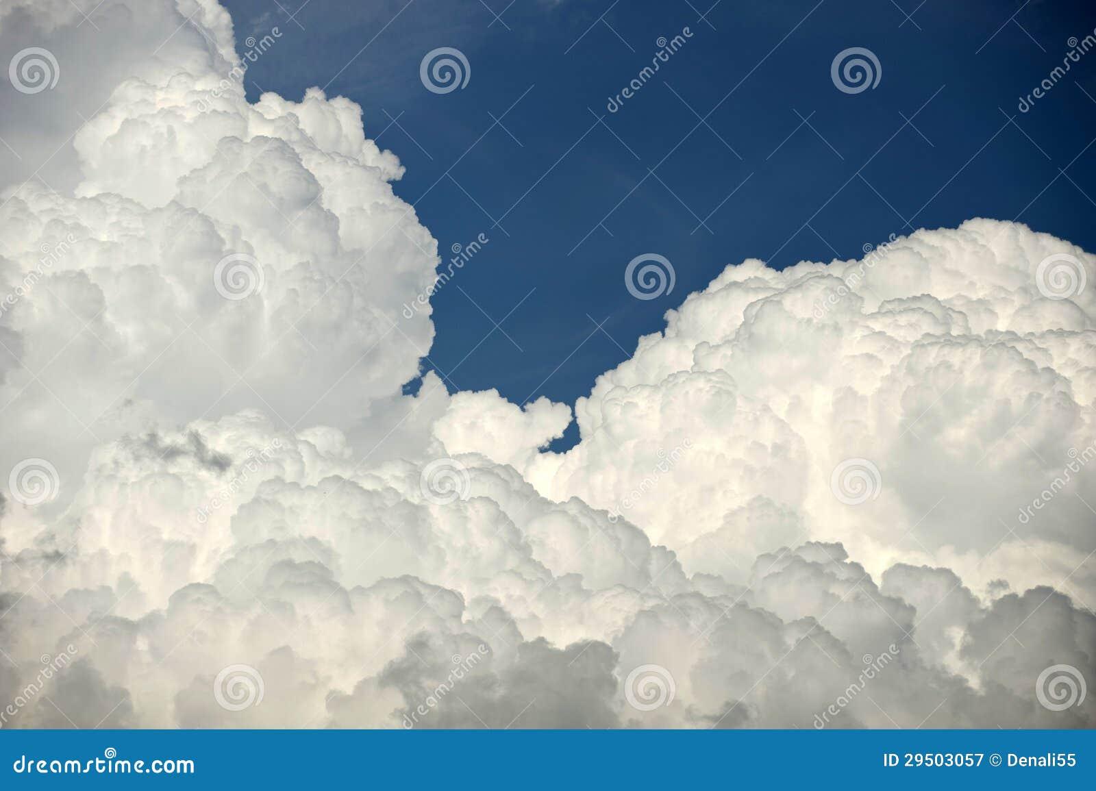Gezwollen wolken
