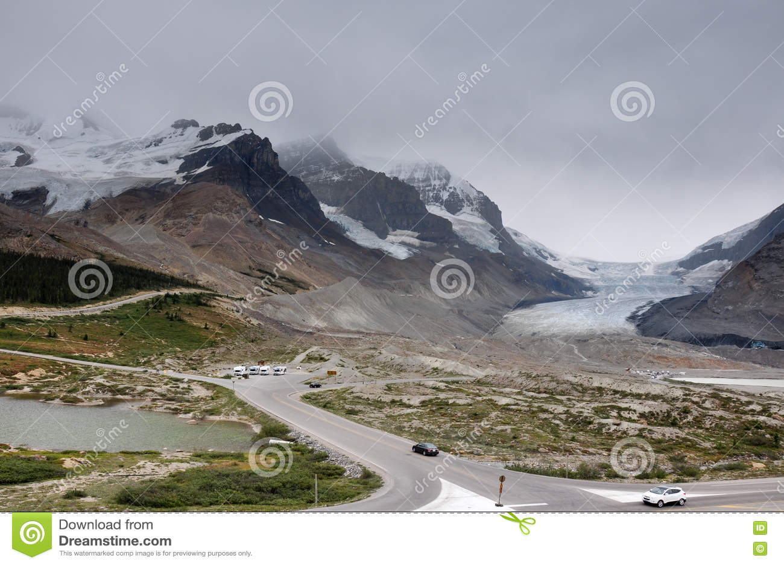 Ghiacciaio di Athabaska sulla strada panoramica di Icefield in tutto è splendeur, camice