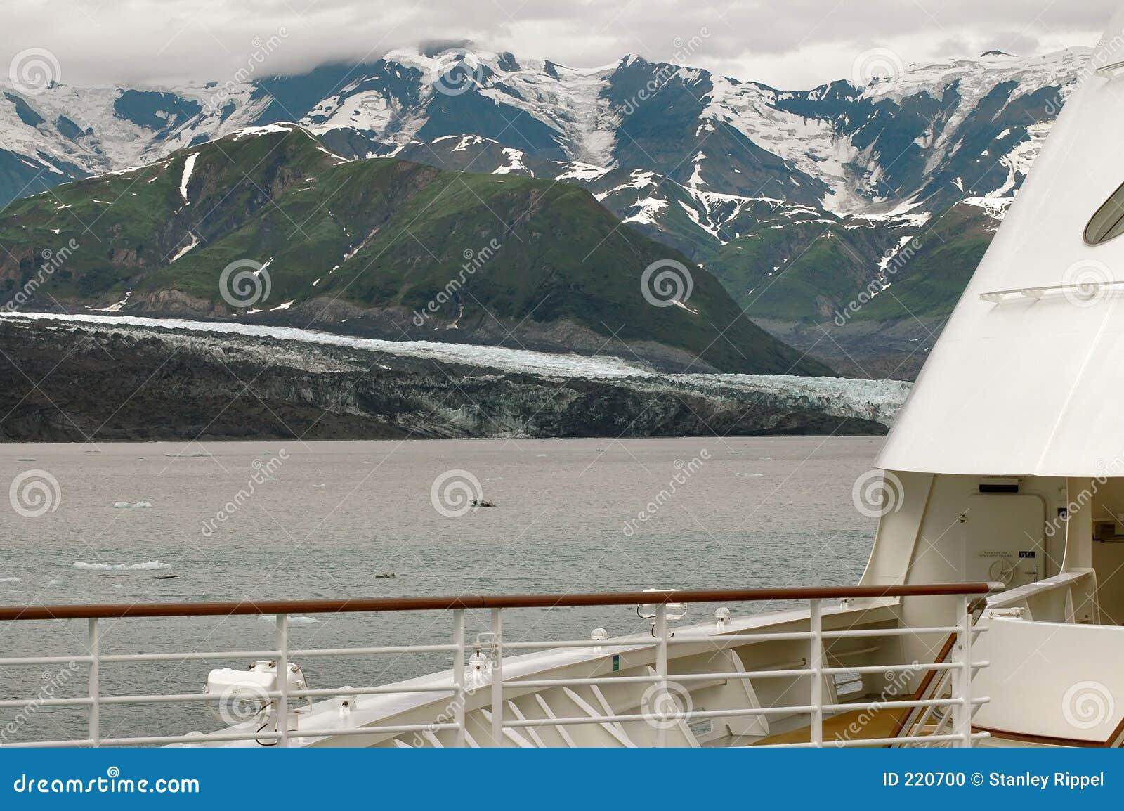 Ghiacciaio di Hubbard dalla piattaforma della nave da crociera