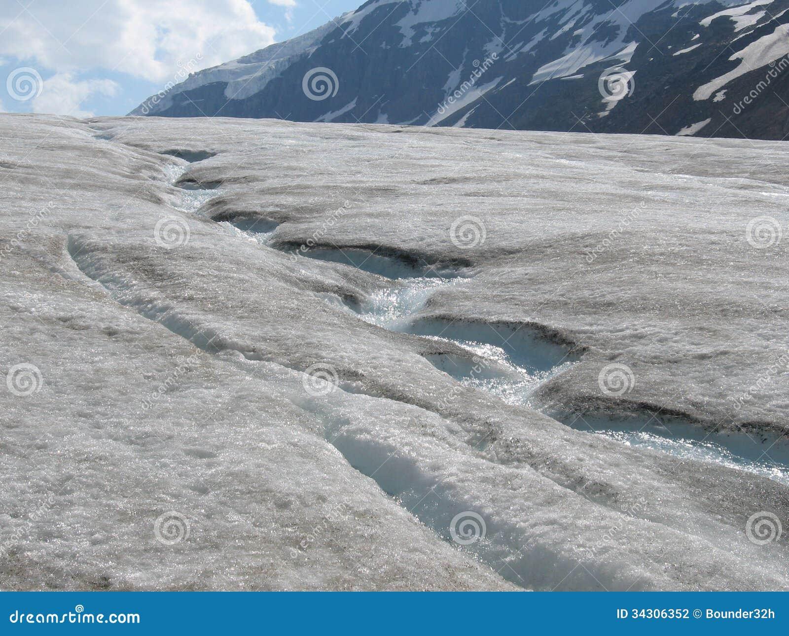 Ghiacciaio lungo la strada principale del ghiaccio nel for Cabine di pesca nel ghiaccio alberta