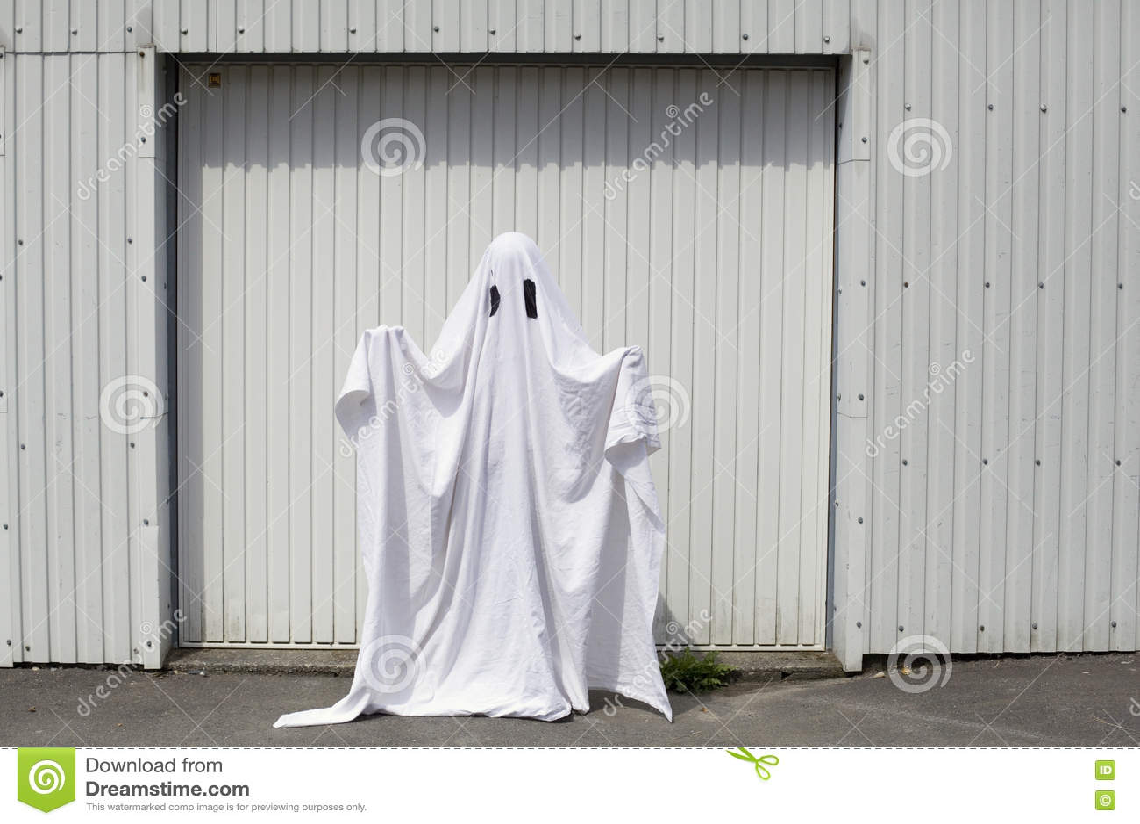 Ghost na entrada da garagem