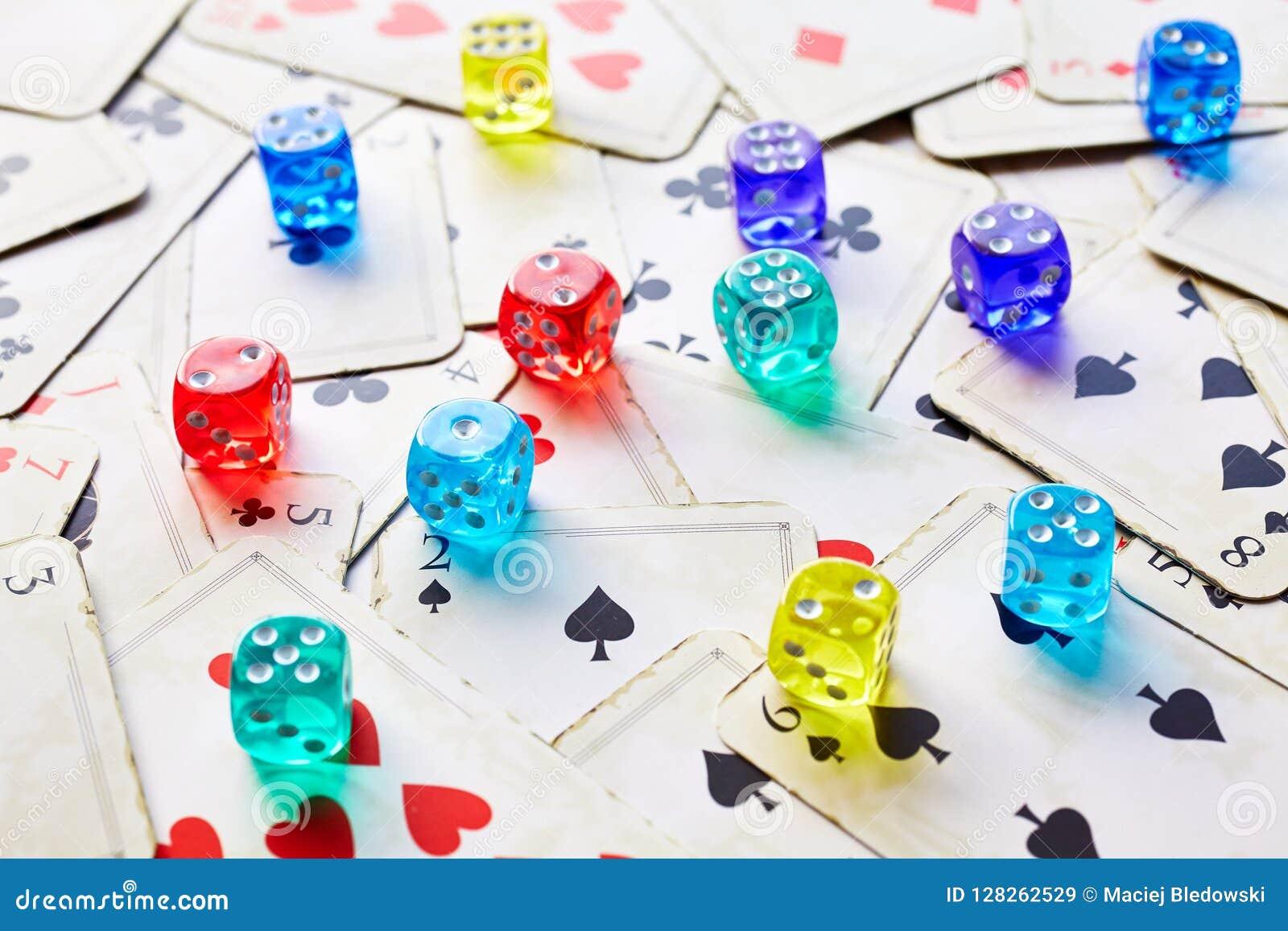 Giń karty grać