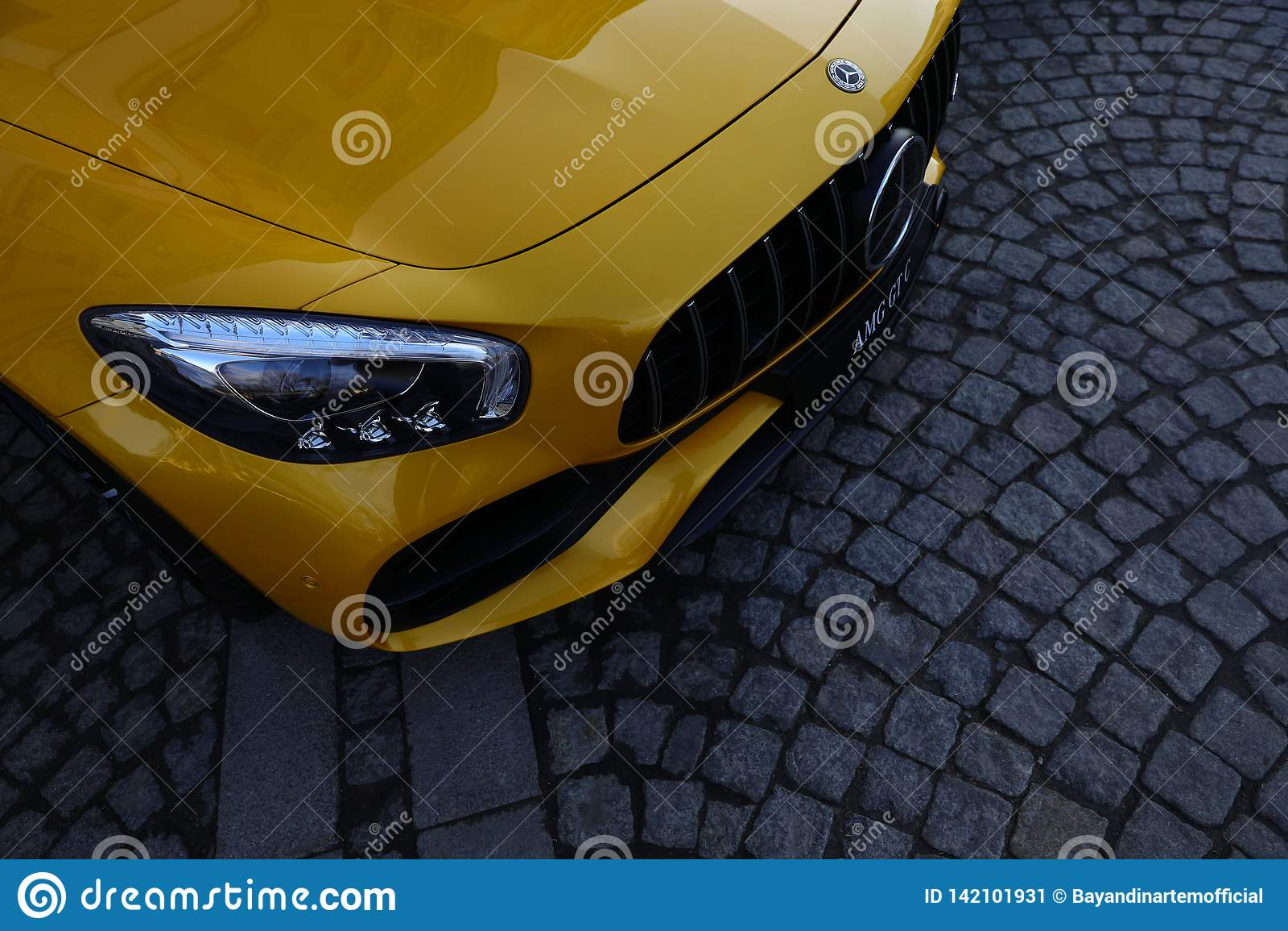 Giallo di Mercedes-Benz AMG GT C