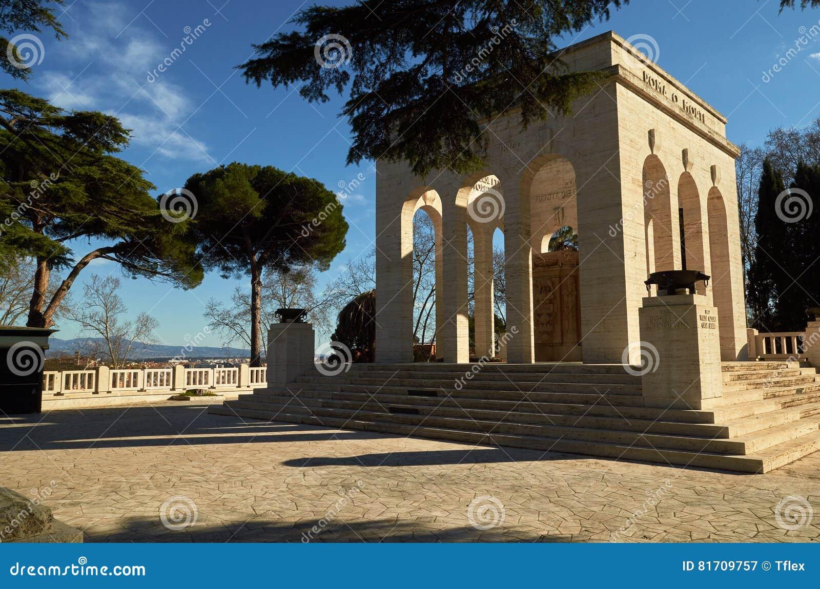 Gianicolo kulle, Italien Hängivet till det stupat för Rome Mausoleo Ossario Garibaldino på den Janiculum kullen i Rome
