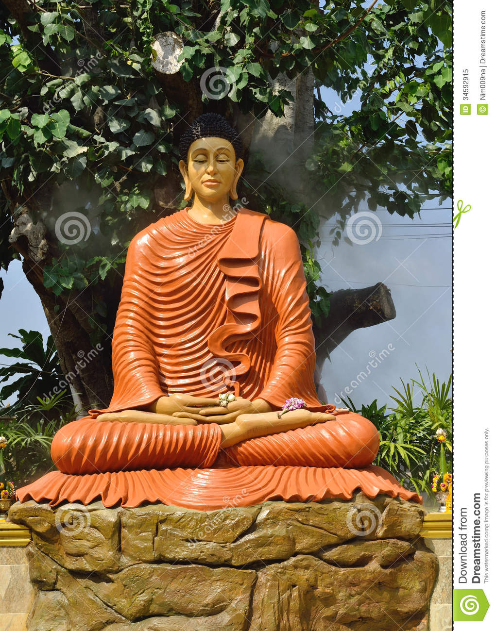 buddhism in thailand Rels218am: james powell this video encompasses thai buddhism, it's development, and its affect on thai culture today.