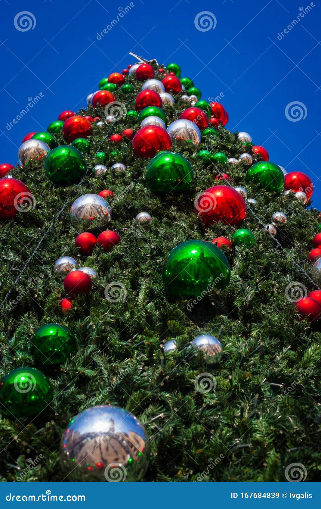 Giant Christmas Tree Outdoors Stock Image Image Of Lights Green 167684839