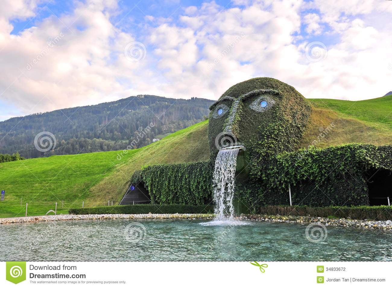 69e5c23c546b95 The Giant Face And Water Feature