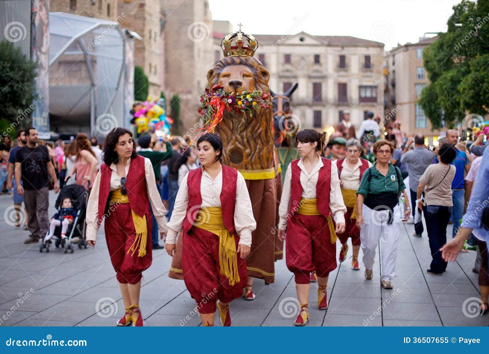 Giants défilent en La Mercè Festival 2013 de Barcelone