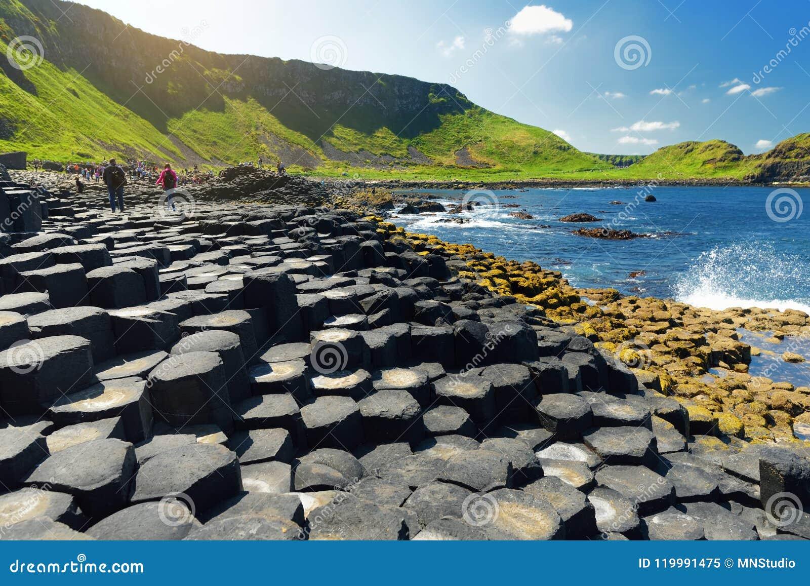 Giants-Damm, ein Bereich von sechseckigen Basaltsteinen, geschaffen durch alte vulkanische Spalteruption, Grafschaft Antrim, Nord
