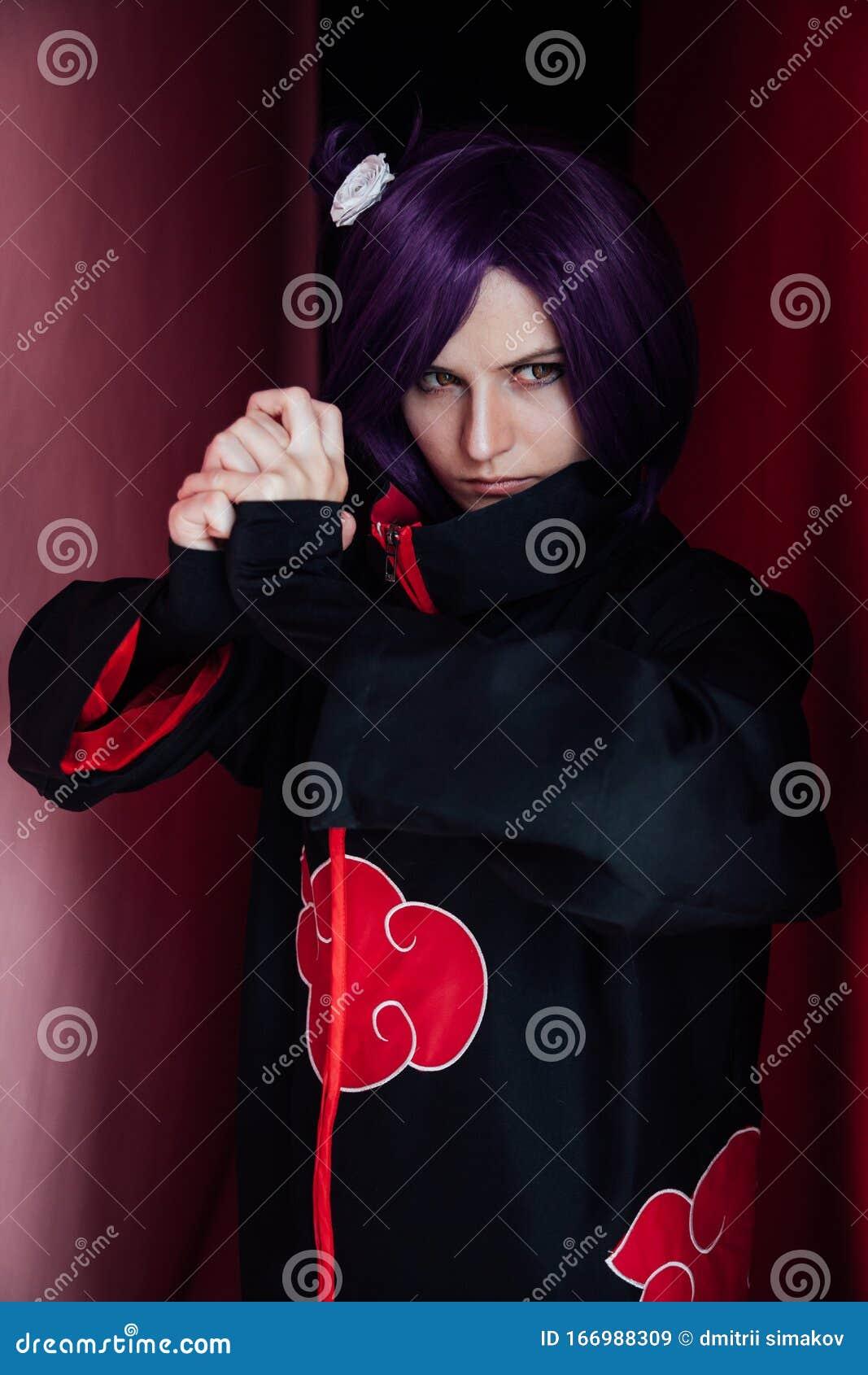 Giappone: Anime Donna Con Capelli Viola In Abiti Neri ...