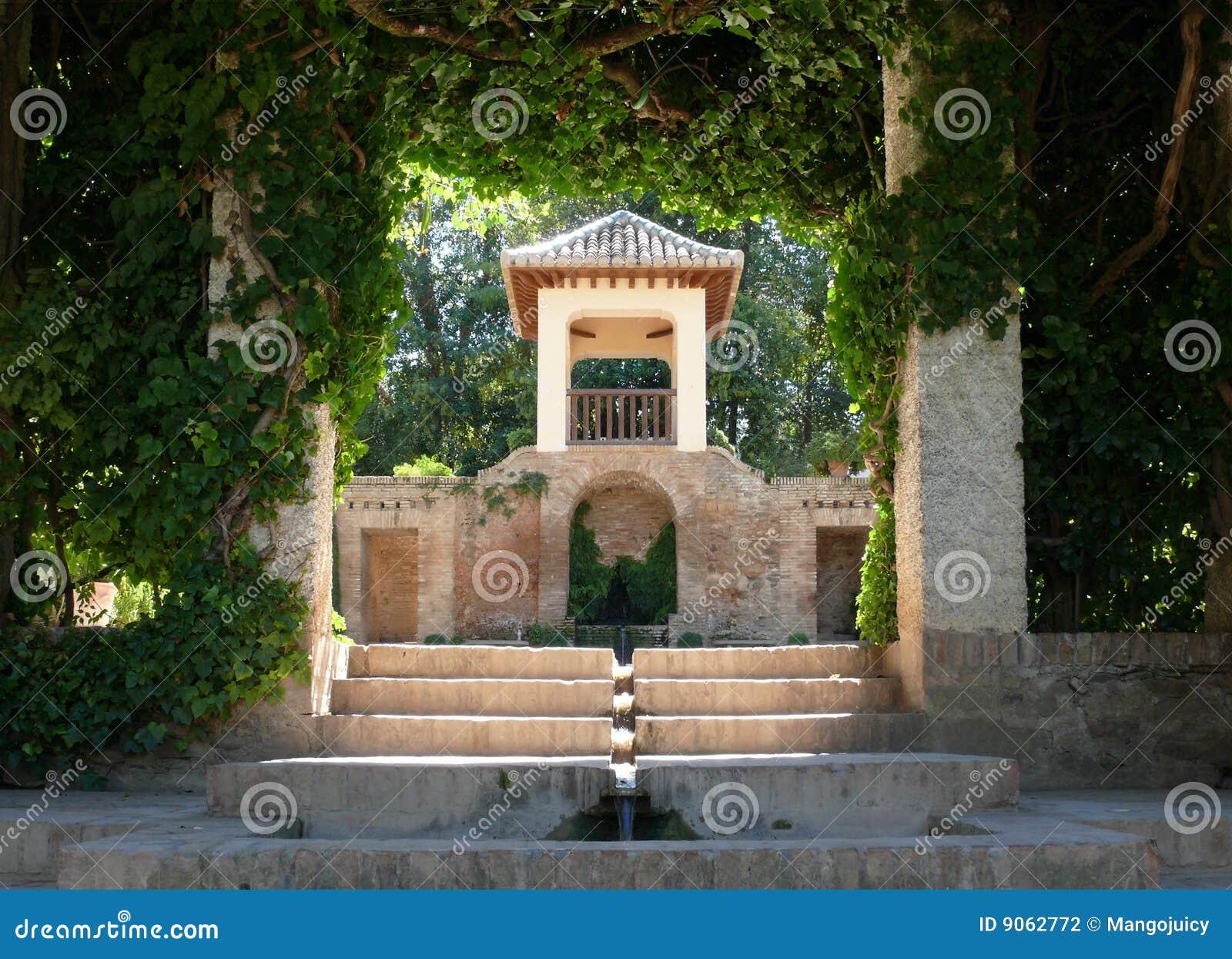 Giardini Di Alhambra - Architettura & Vegetazione Dell'ubriacone Fotografia Stock - Immagine ...