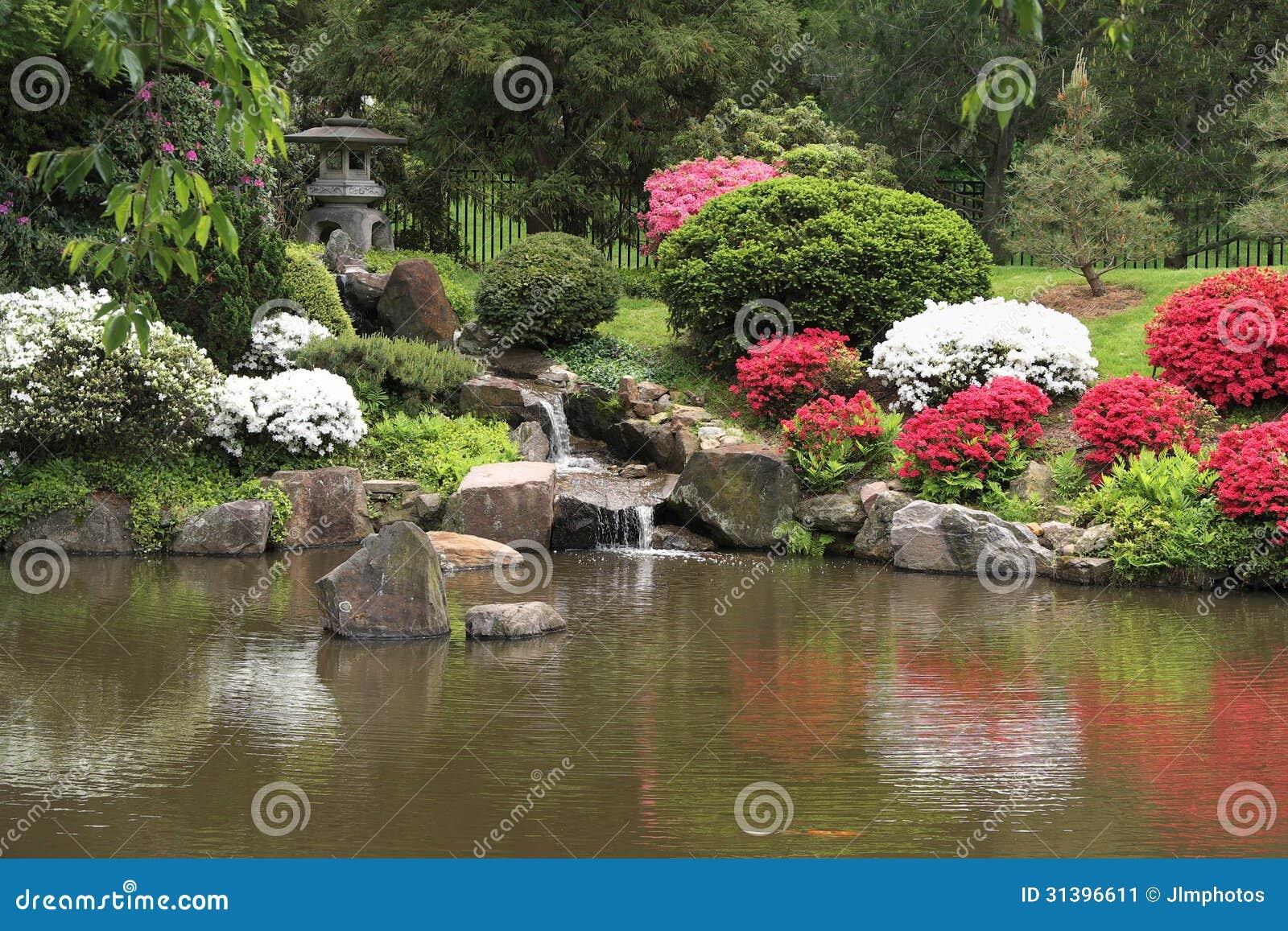 Giardini e fontana giapponesi della casa da t in for Foto case giapponesi