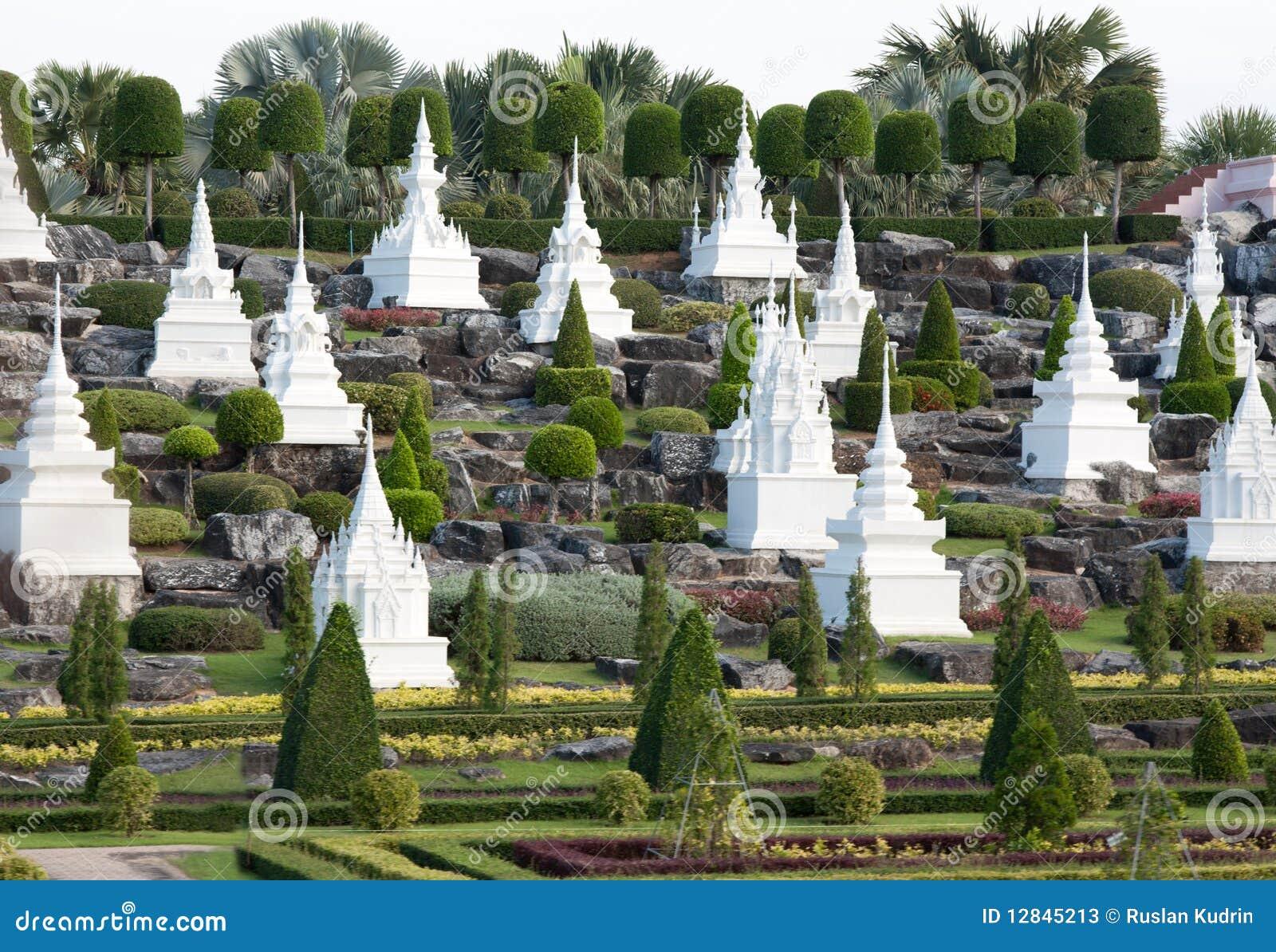 giardini francesi nel giardino di nongnooch immagine stock
