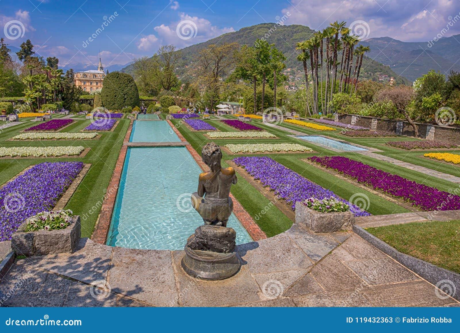 Giardini A Terrazze Nel Giardino Botanico Della Villa