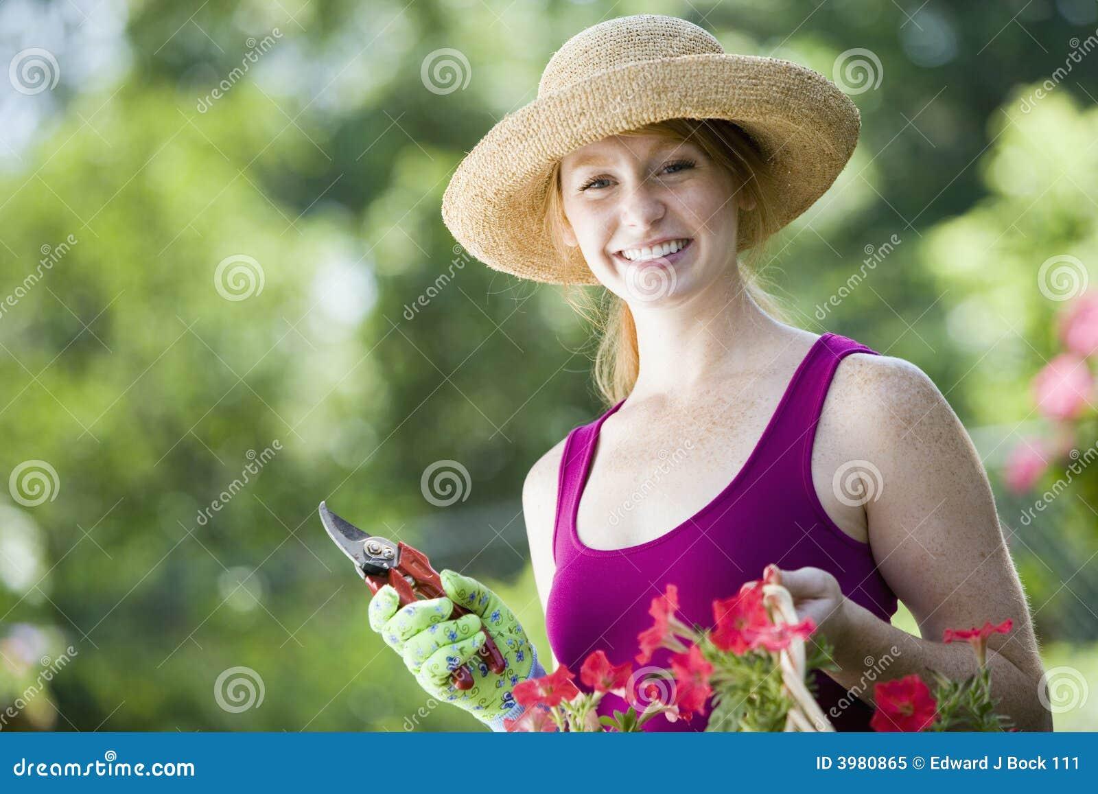 Giardiniere grazioso sorridente della donna fotografia for Immagini giardiniere