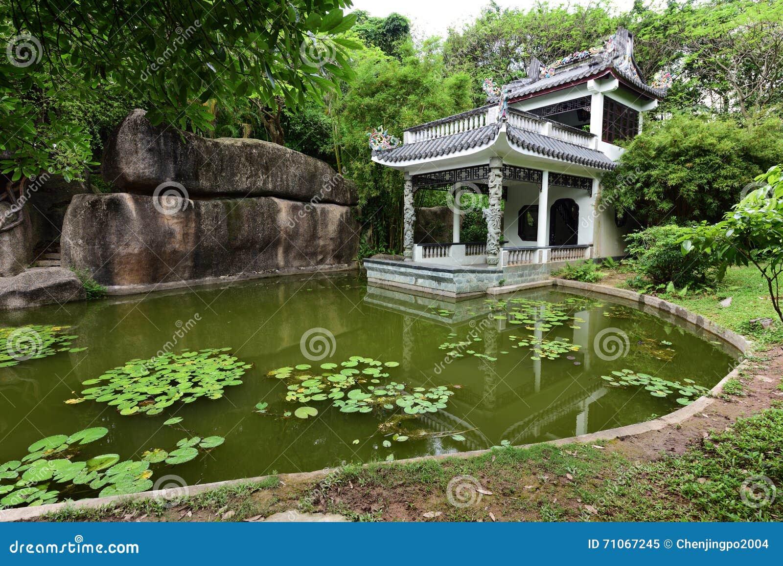 Giardino antico cinese immagine stock immagine di famoso for Giardino cinese