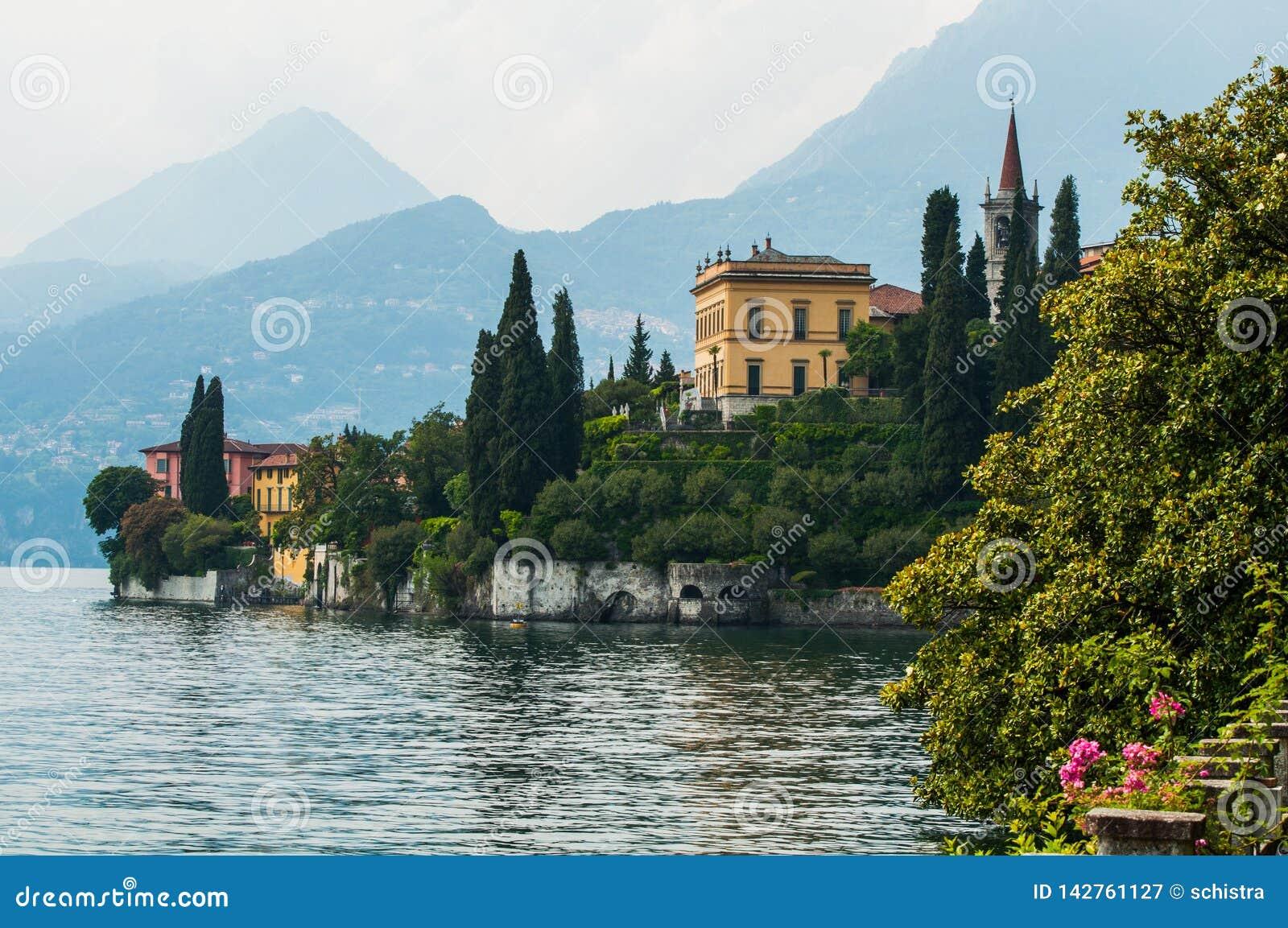 Giardino botanico di Monastero della villa in Varenna, lago Como