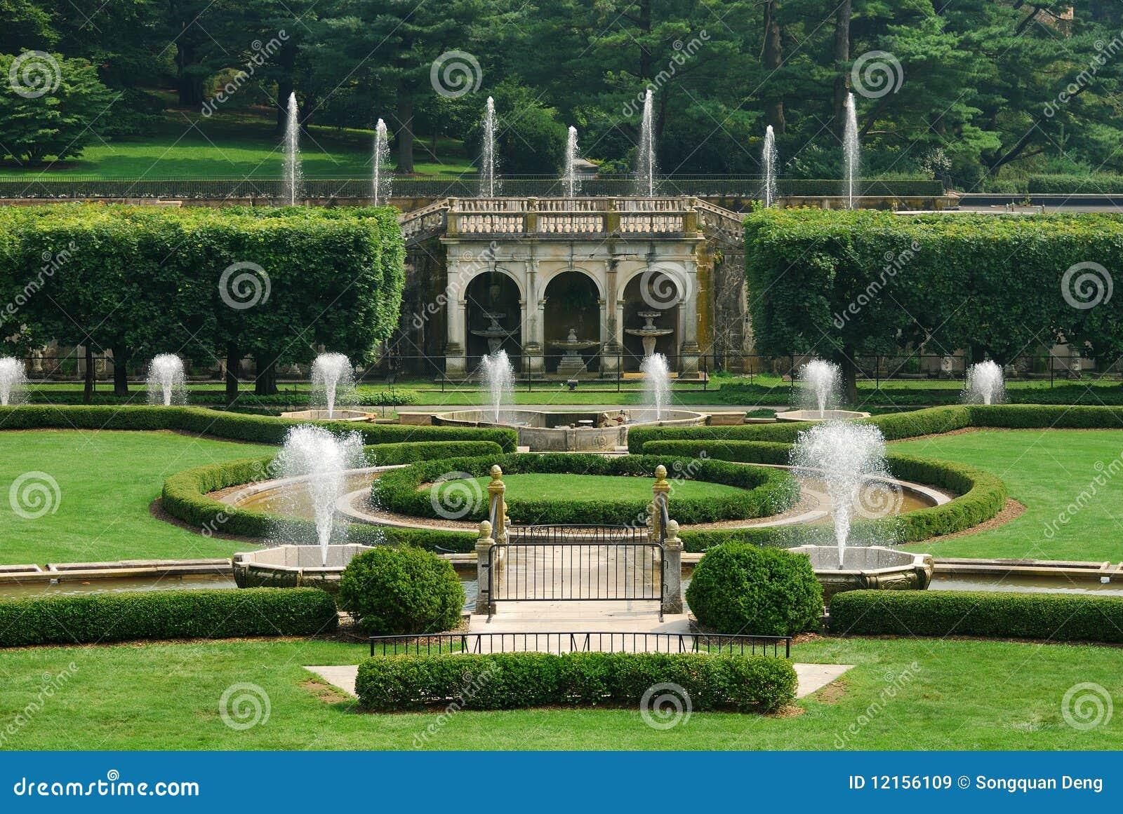 Giardino con le fontane immagine stock editoriale - Giardini con fontane ...