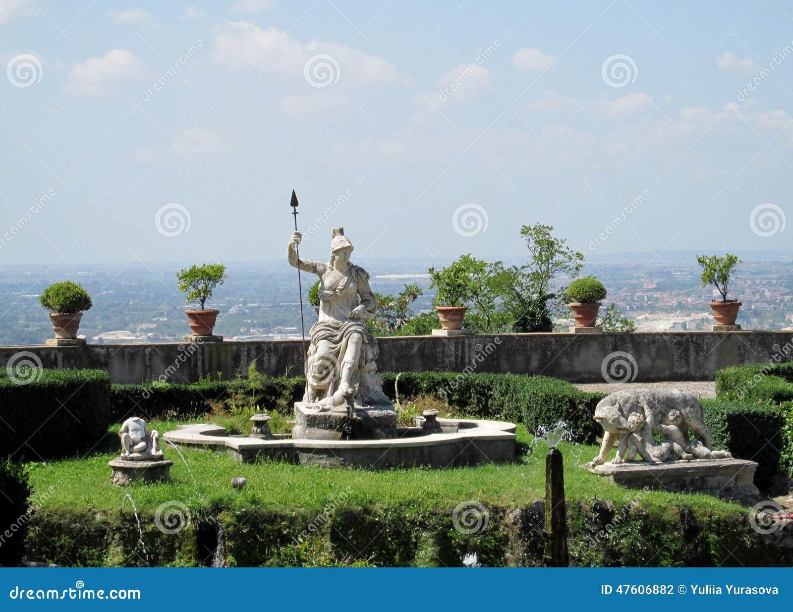 Giardino del d 39 este della villa con le fontane e le statue - Giardini con fontane ...
