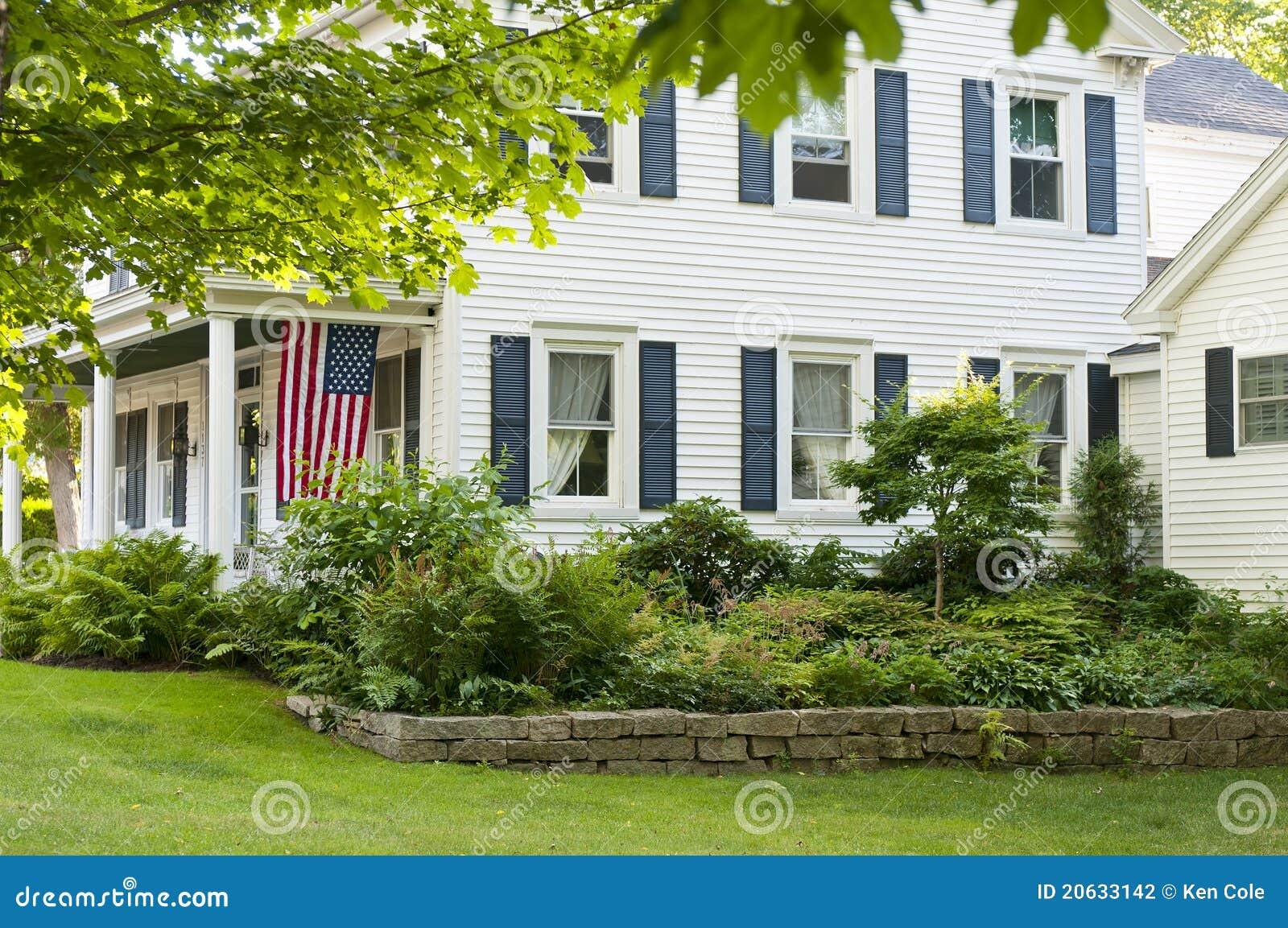Giardino della casa di campagna fotografia stock for Planimetrie della casa di gambrel