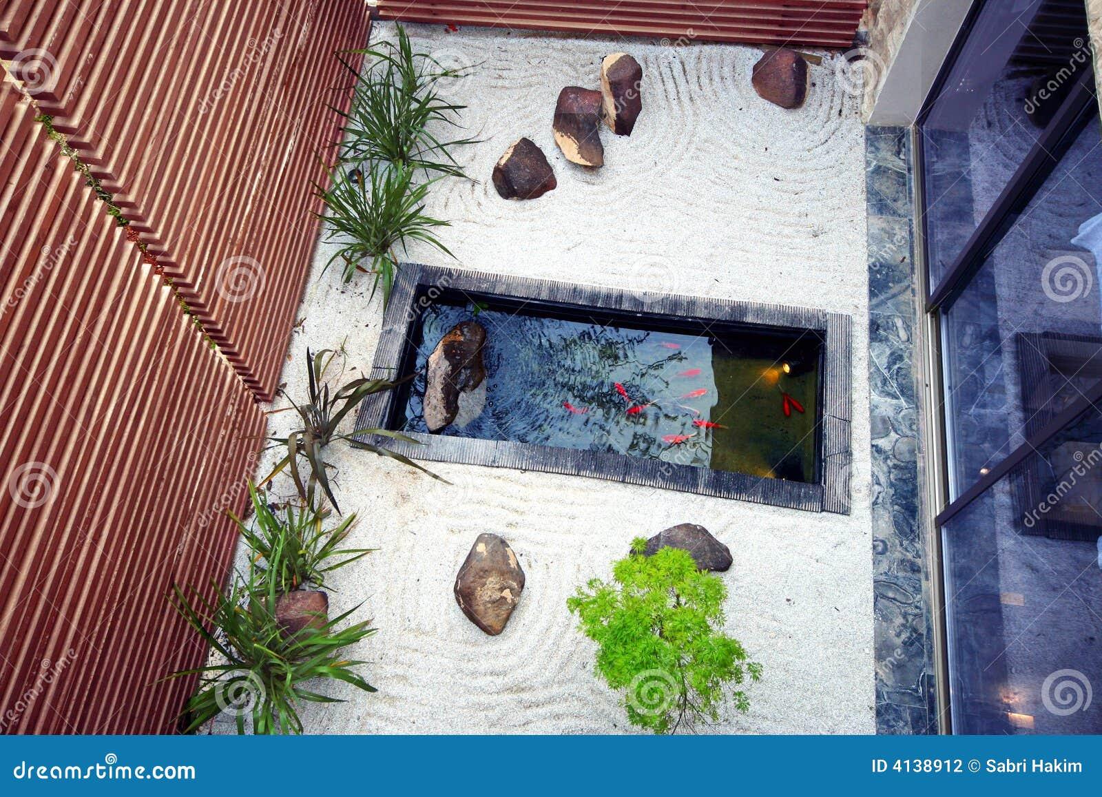 Giardino dello stagno di koi fotografia stock immagine for Piante dello stagno