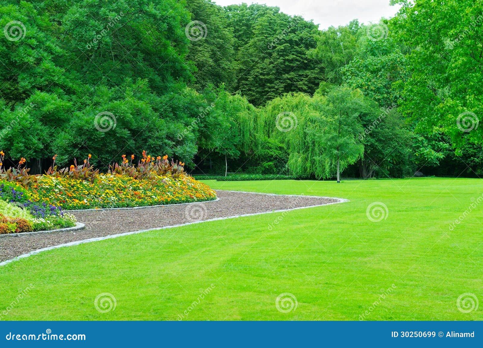 Il Giardino Di Bama Giardino Con Prato Inglese Ed Il