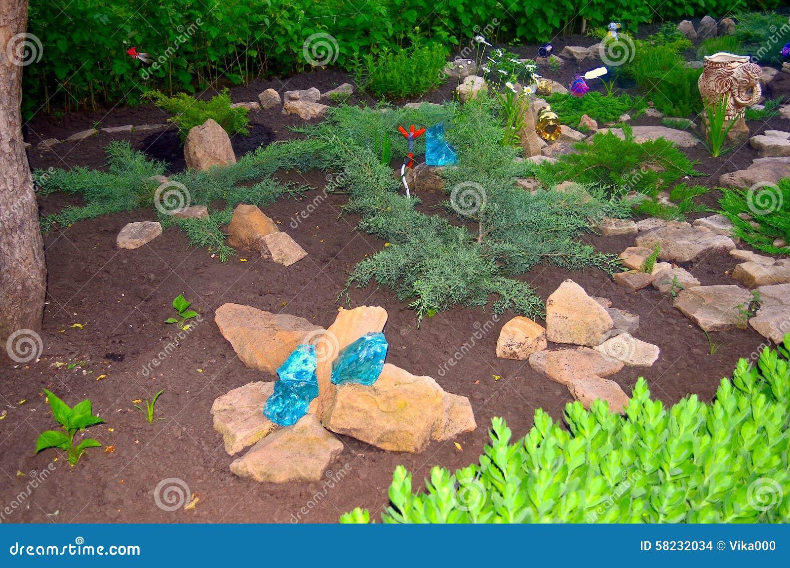 Giardino di rocce fotografia stock immagine di costruito - Rocce da giardino ...