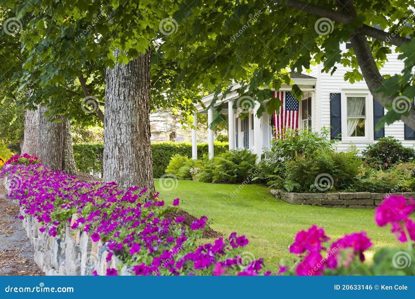 Giardino di roccia della casa di campagna fotografia stock for Foto case con giardino