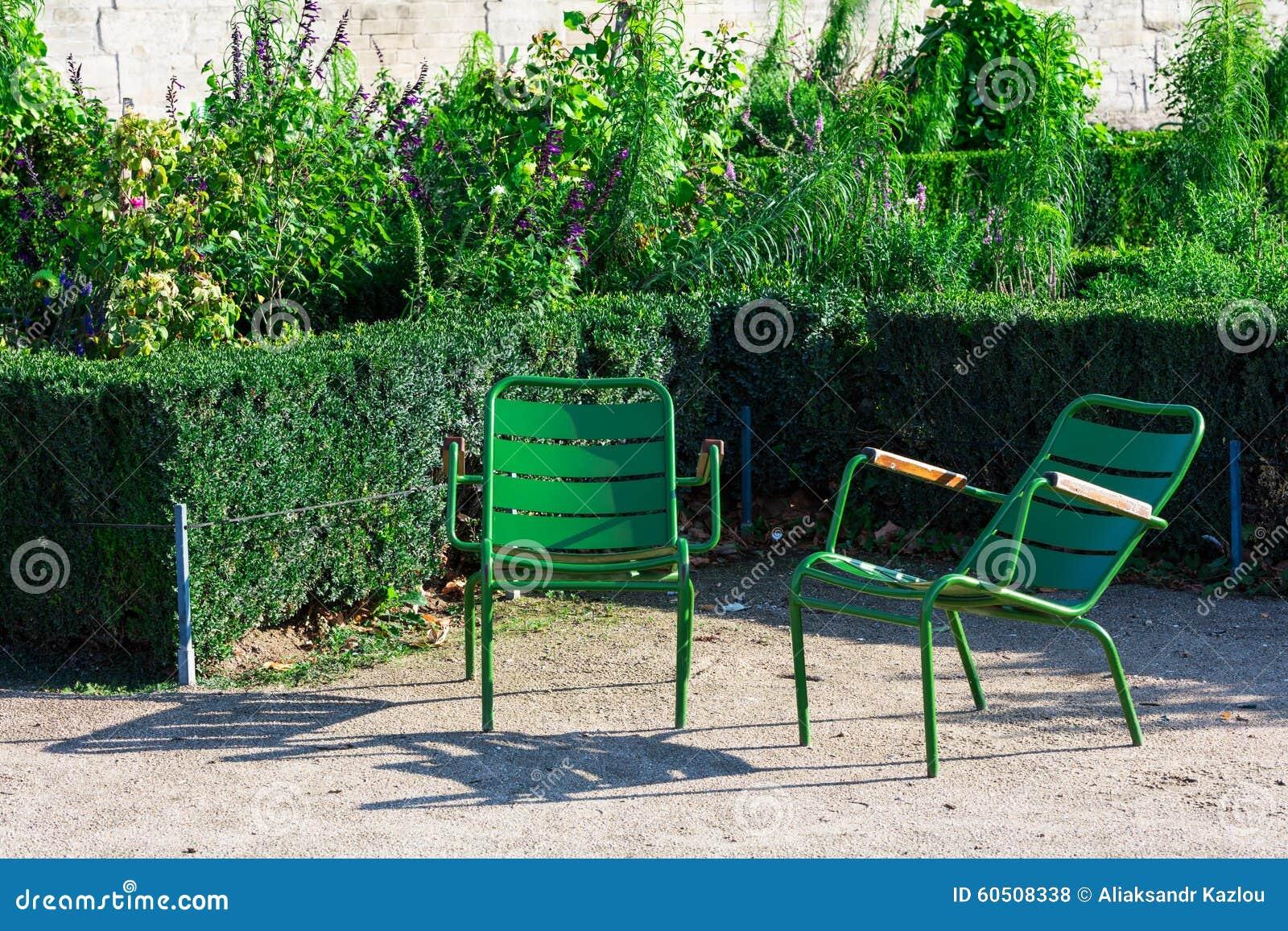 Sedie Francesi Da Giardino : Giardino di tuileries e due sedie di giardino verdi parigi
