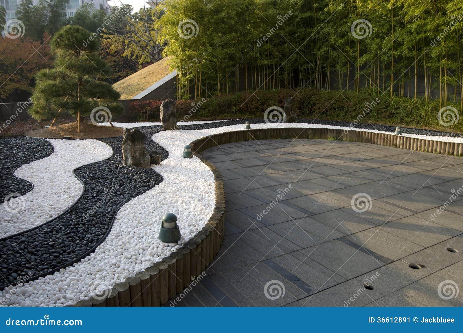 Giardino di zen con le pietre ed i bamb del yinyang for Jardin yin yang
