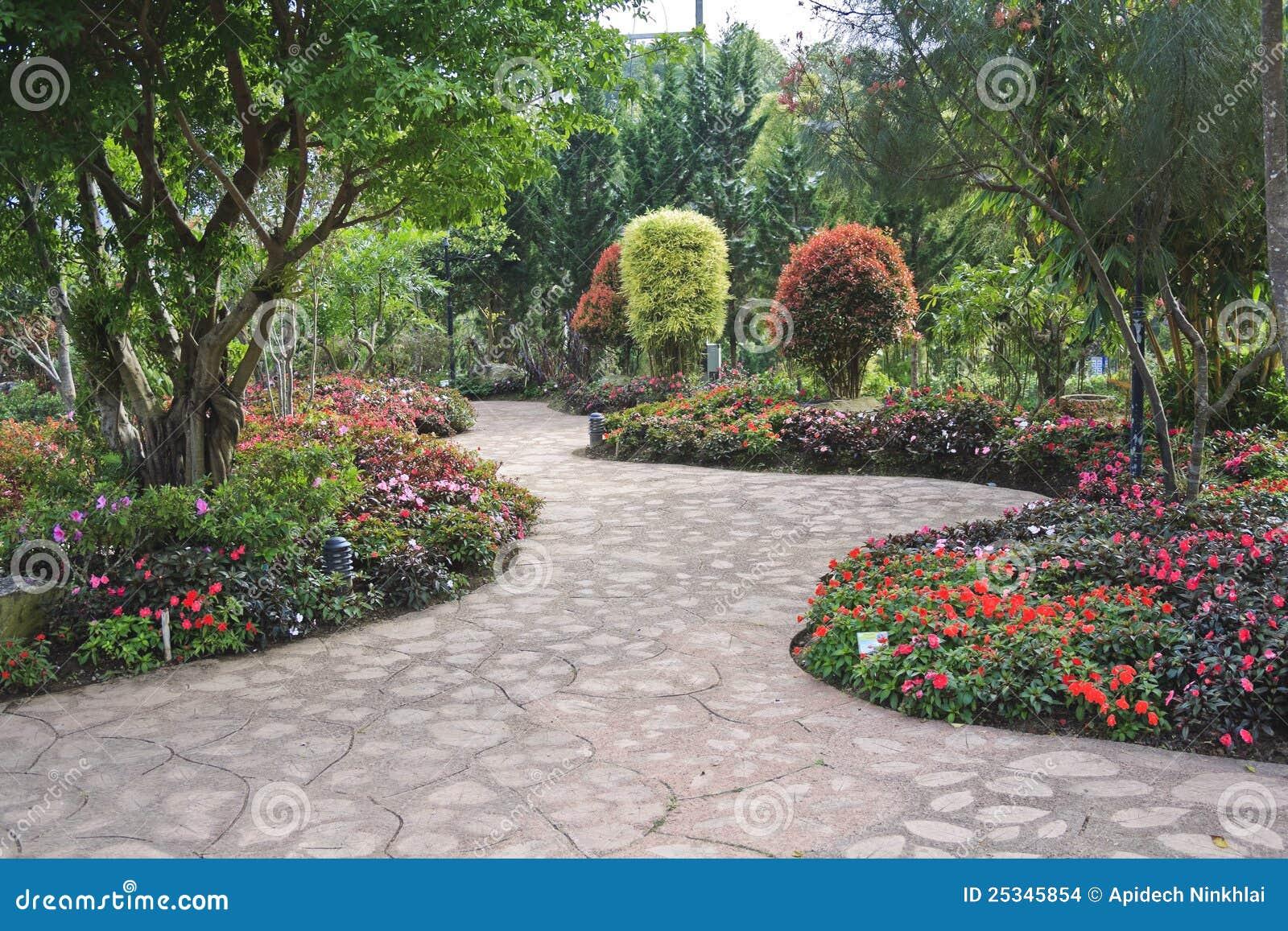 Giardino fiorito di disegno immagini stock immagine for Giardino fiorito