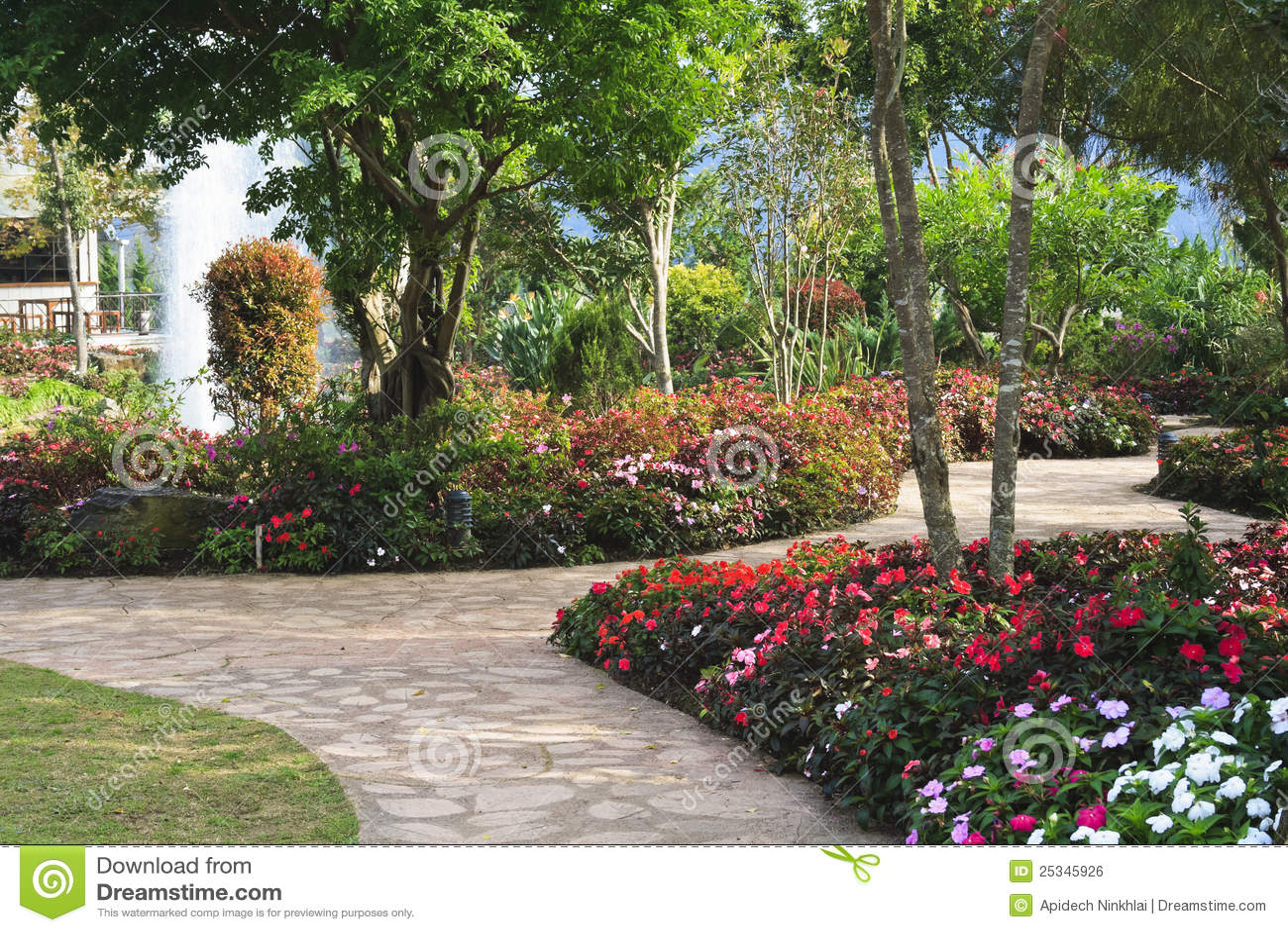Giardino fiorito di disegno fotografia stock immagine di for Giardino fiorito
