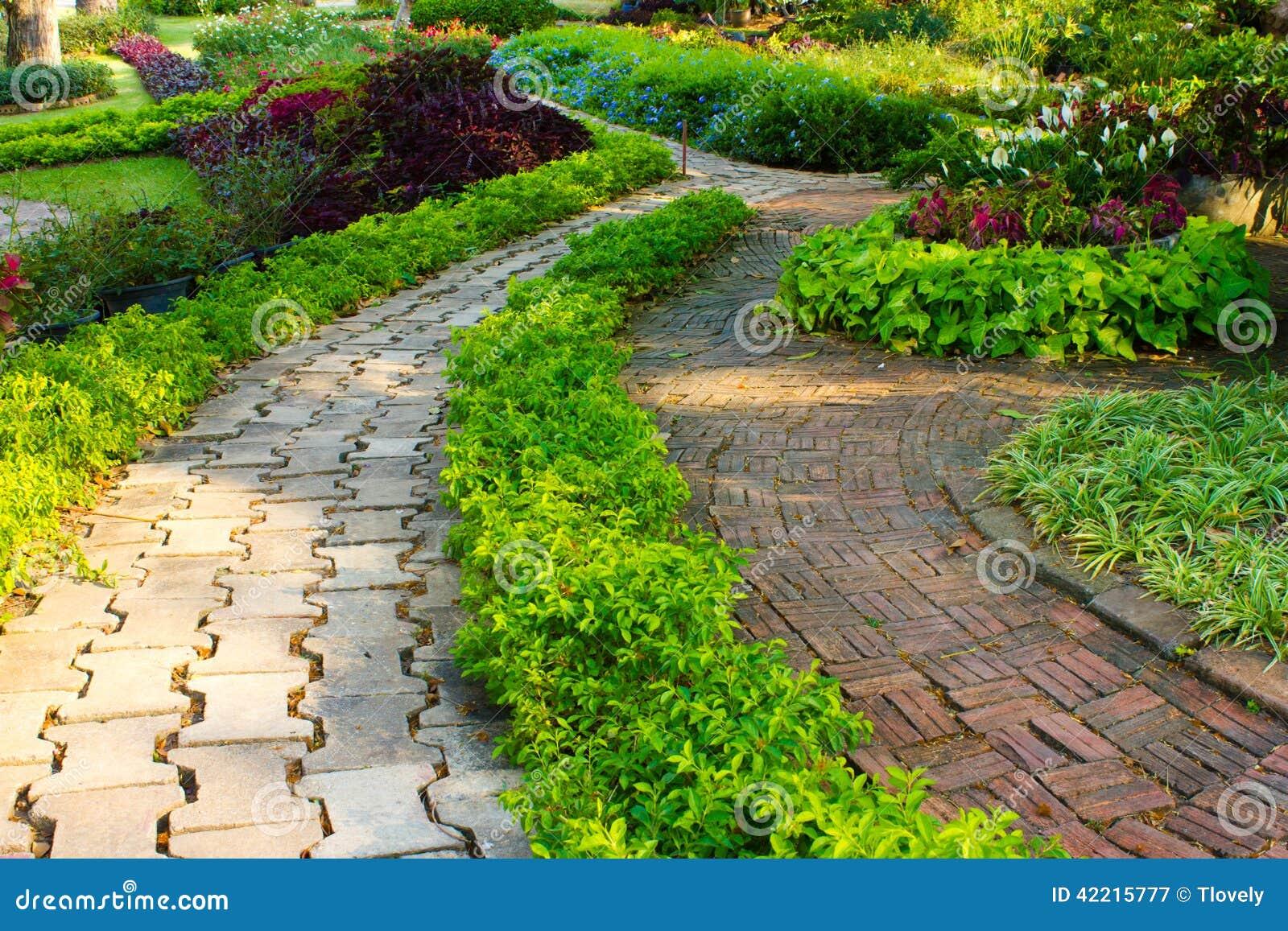 Giardino fiorito di disegno immagine stock immagine di for Giardino fiorito