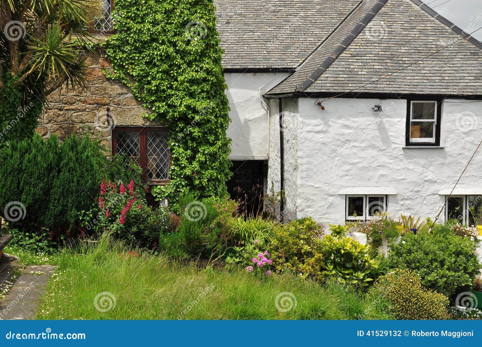 Giardino inglese tradizionale del cottage cornovaglia for Piani di casa cottage inglese