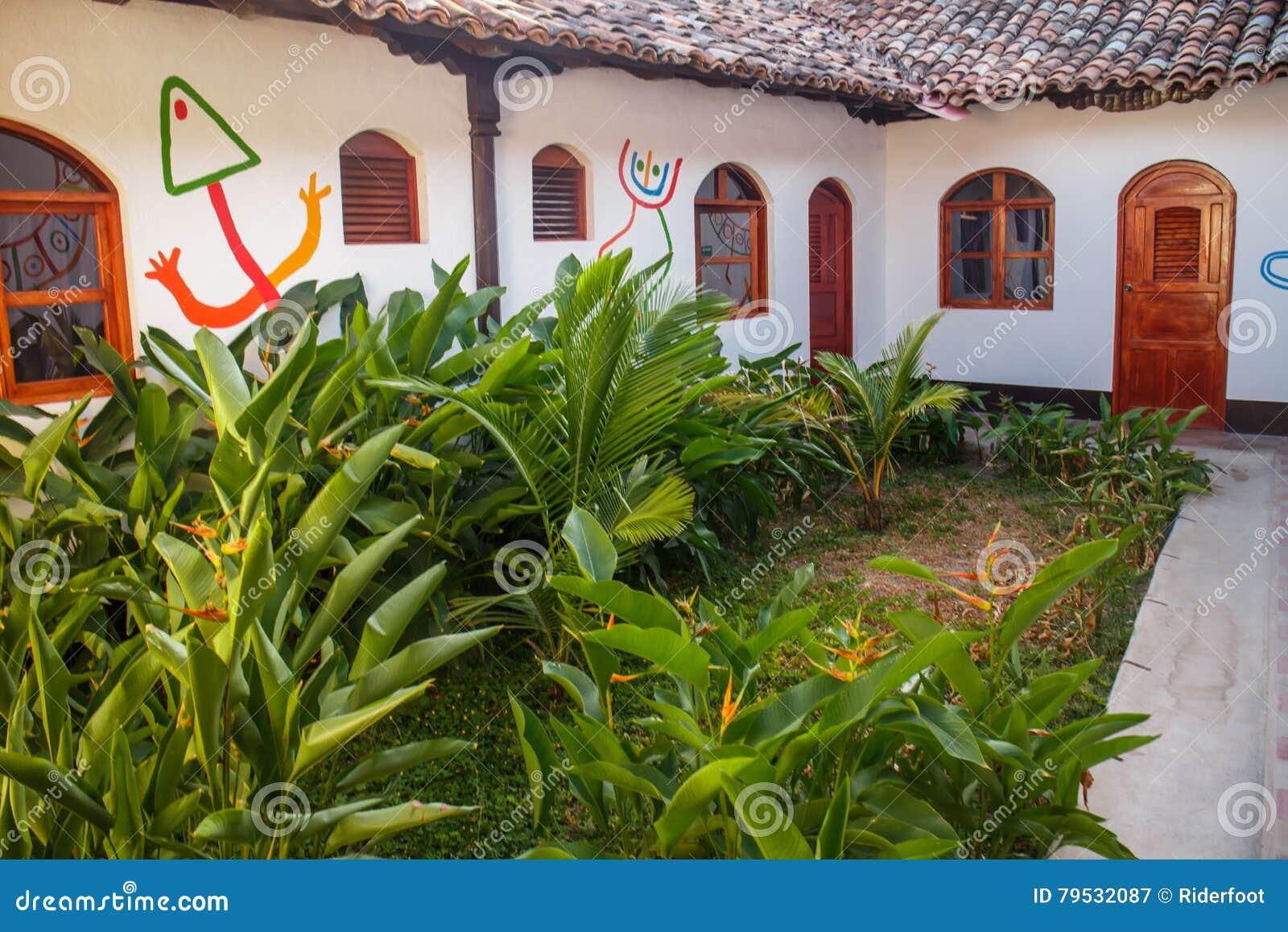 Amazing download giardino interno dalla casa coloniale - Giardino interno casa ...