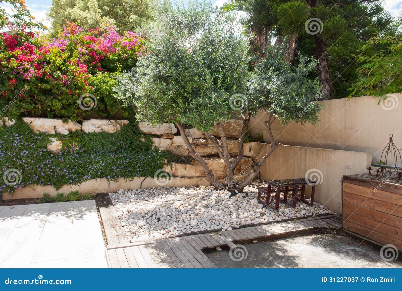 Famoso Giardino mediterraneo fotografia stock. Immagine di estate - 14014324 CO66