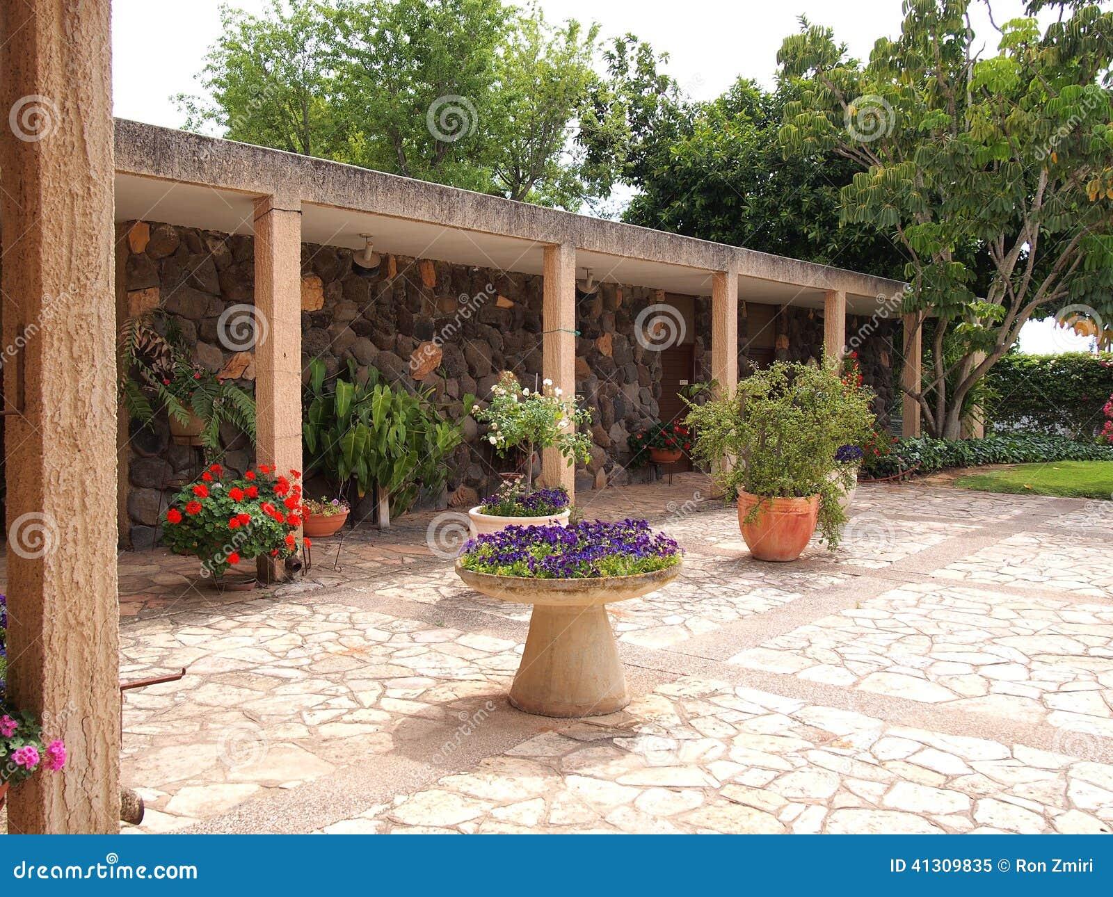 Giardino mediterraneo di stile immagine stock immagine for Giardino mediterraneo