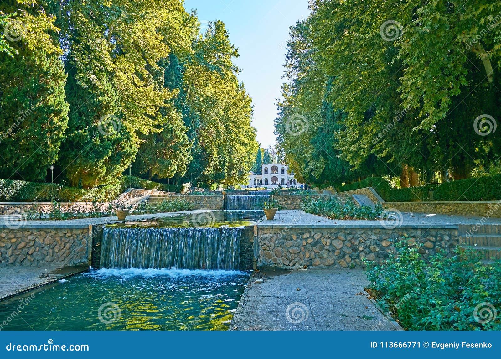Giardino A Terrazze.Giardino A Terrazze Di Shazdeh Mahan Iran Immagine Stock