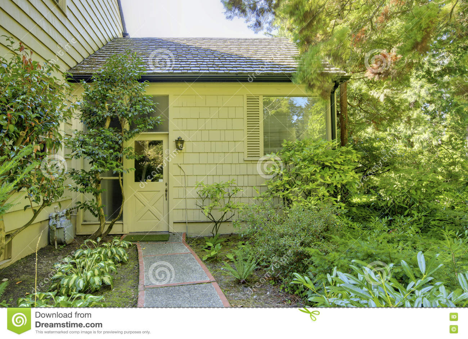 Mattonelle giardino pavimenti da esterno grigio for Bricoman erba sintetica