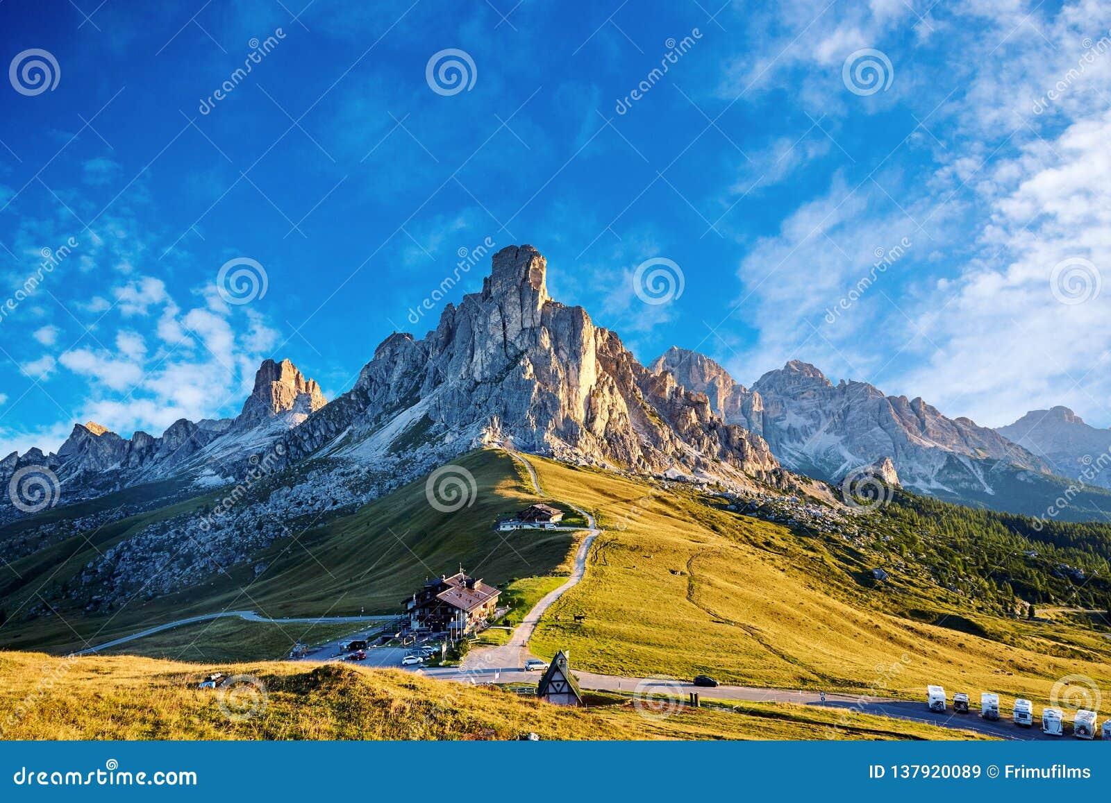 Giau przepustki góry przy światłem dziennym