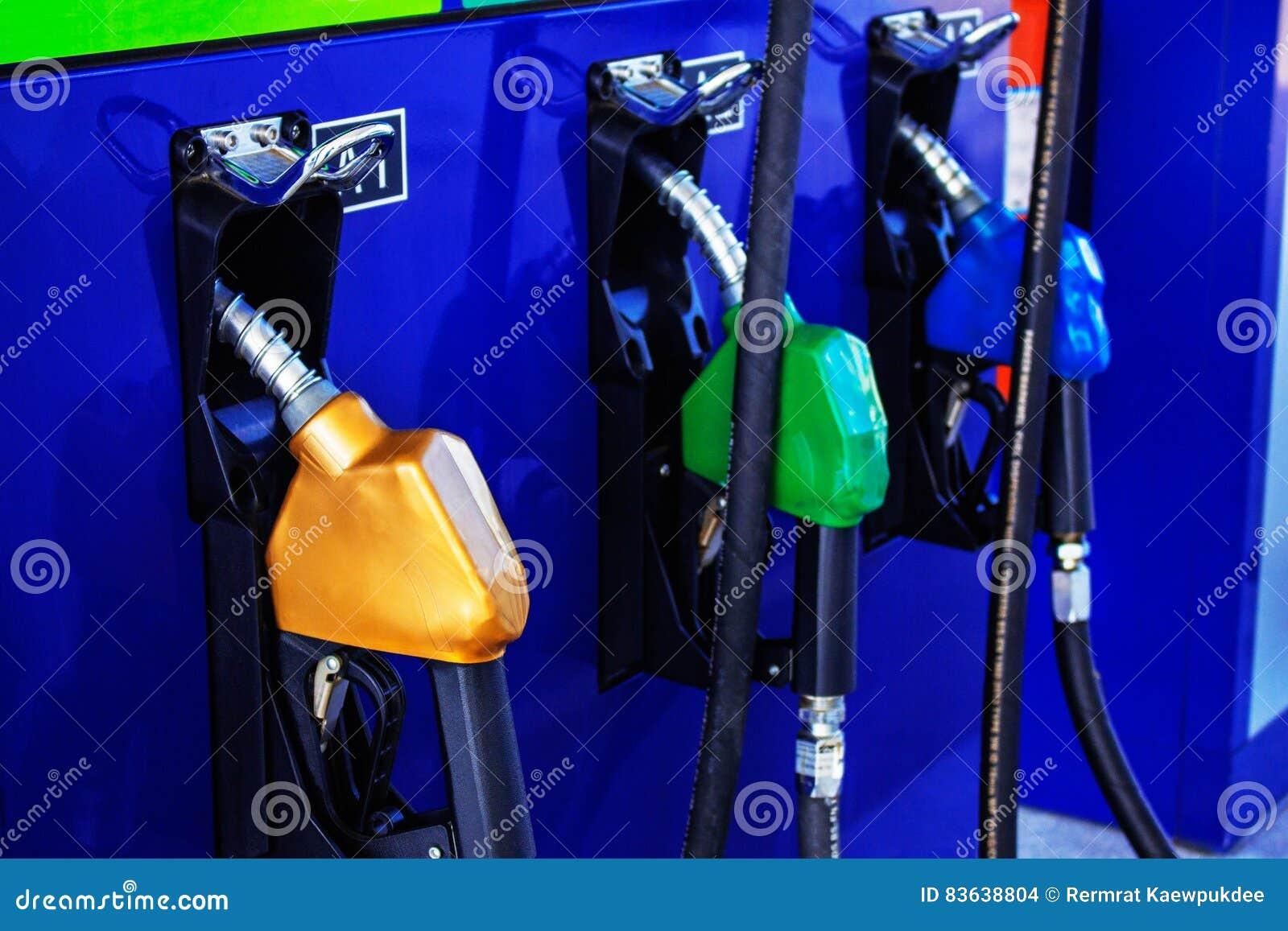 Gicleur d essence dans la station service