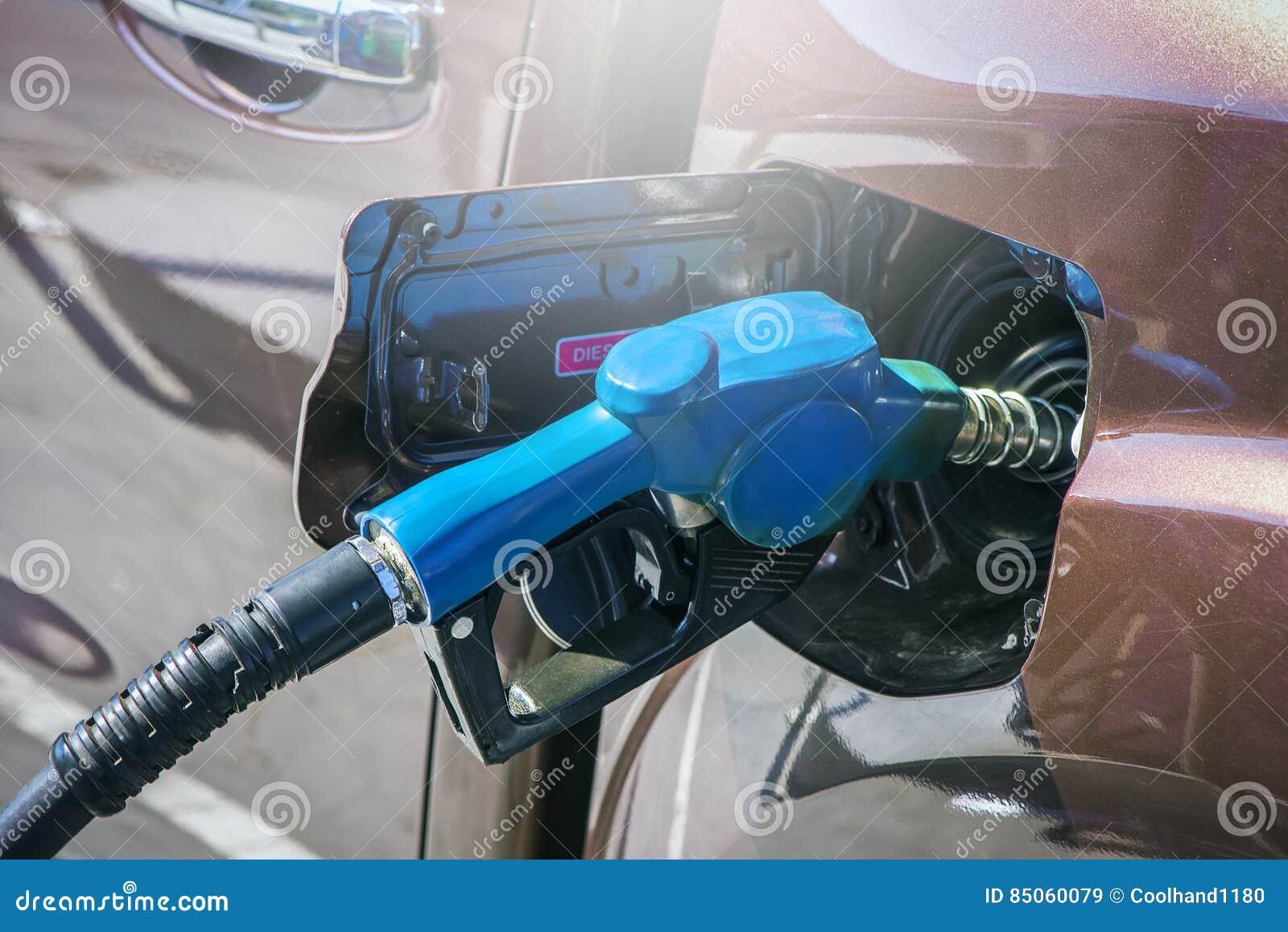Gicleur d essence en gros plan Remplissez l essence