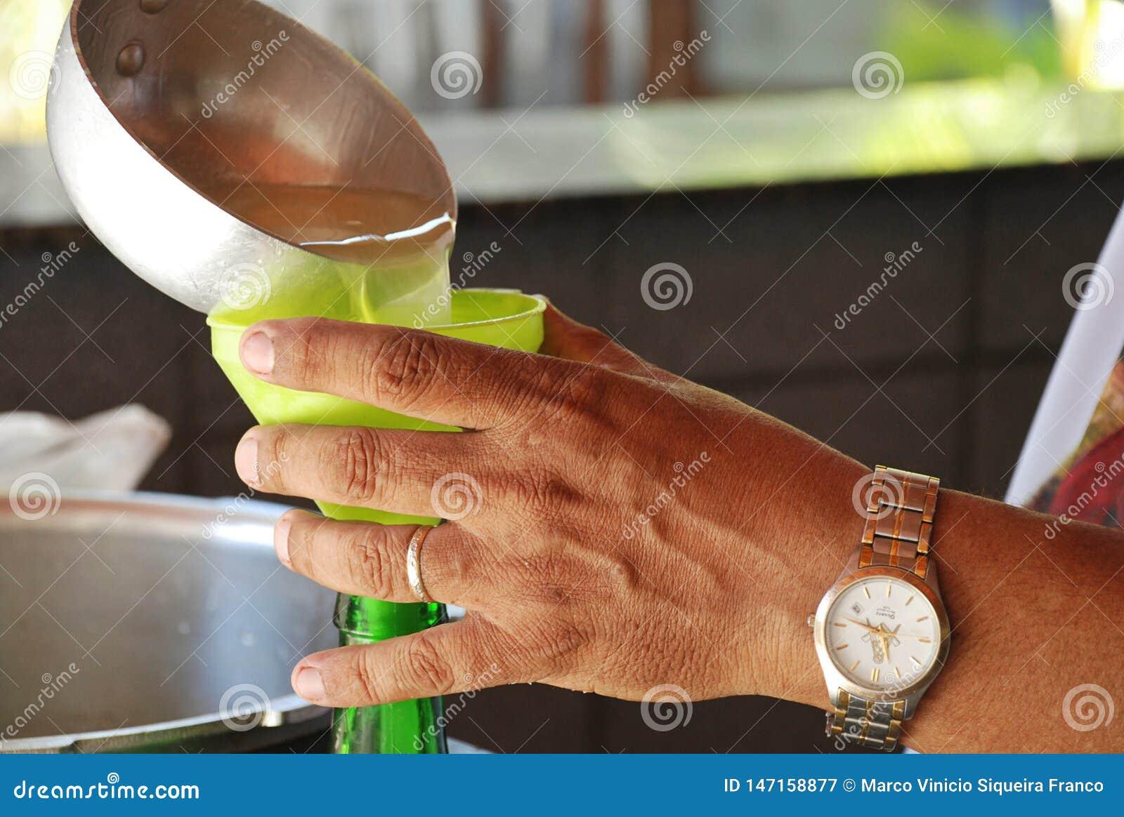 Gietend Sugar Cane Juice