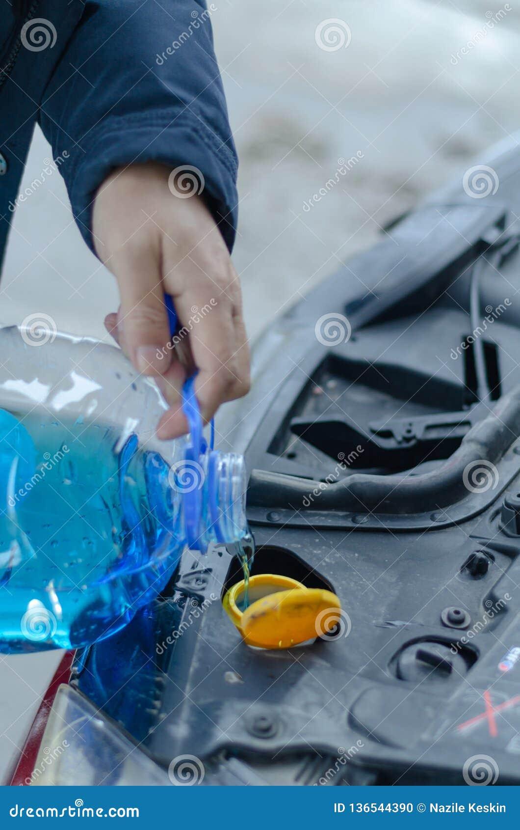 Gietende antivriesmiddelenvloeistof voor het scherm van de wasauto