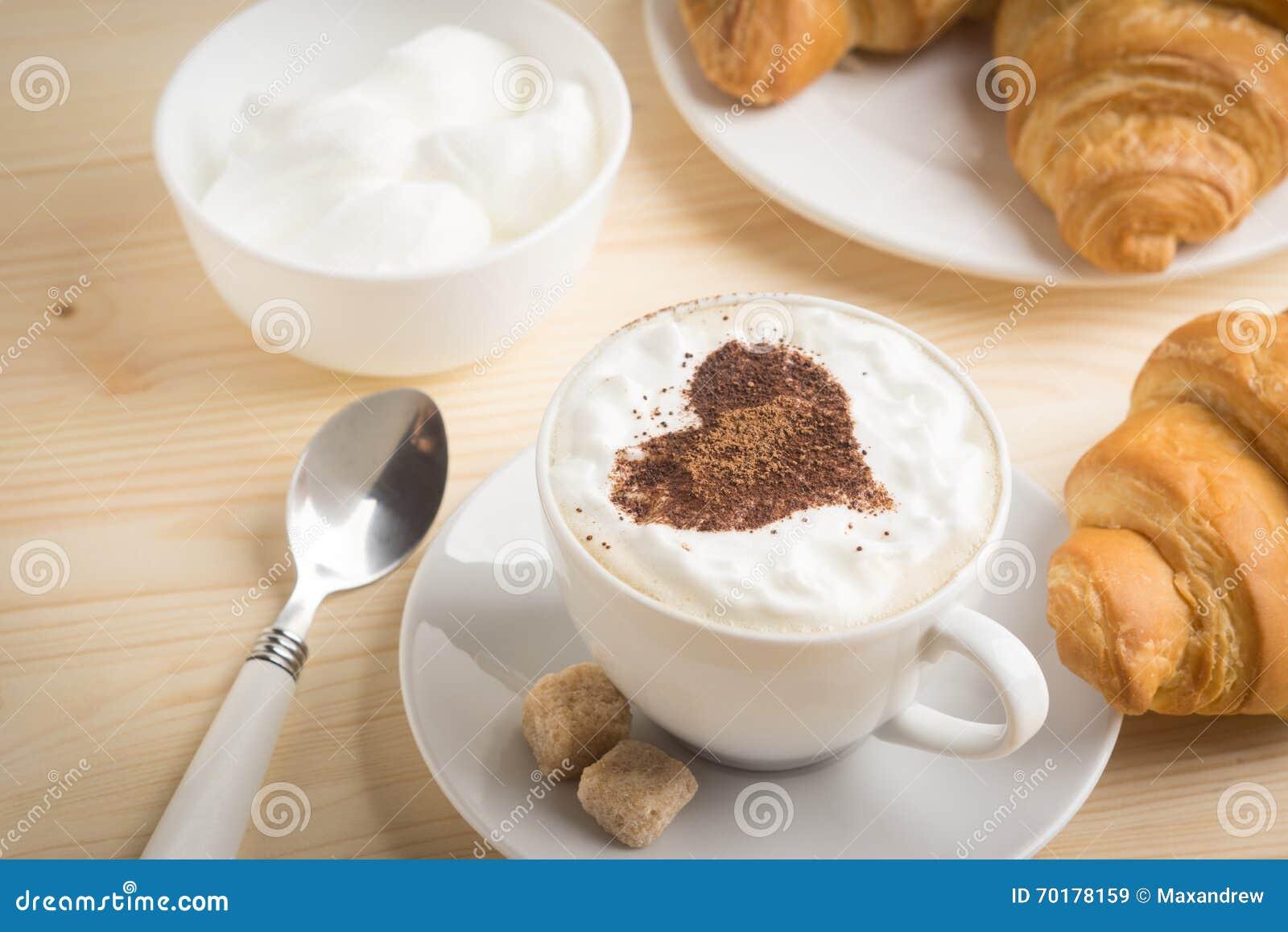 Giffel med koppen av kaffe