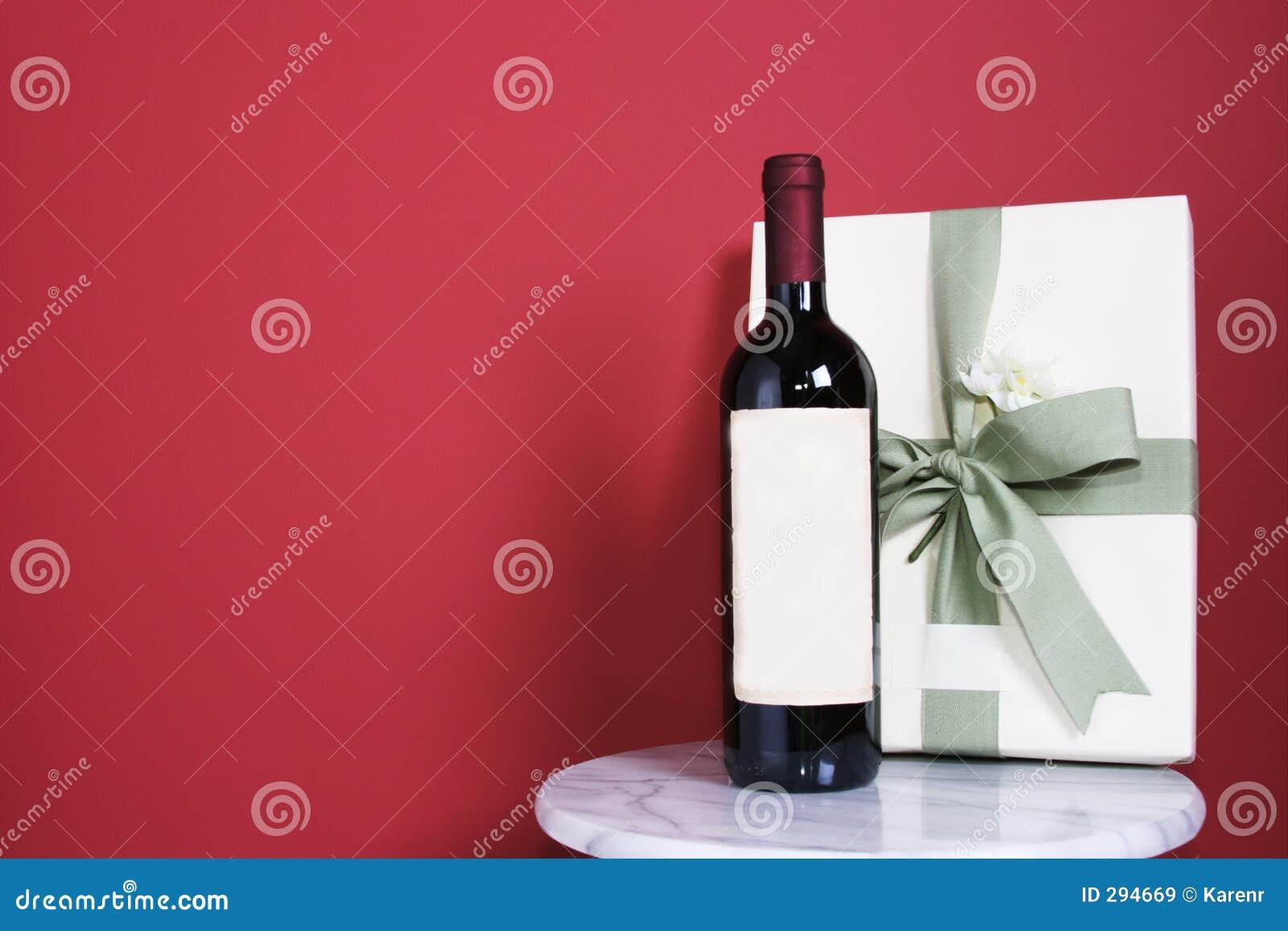 Gift met fles rode wijn